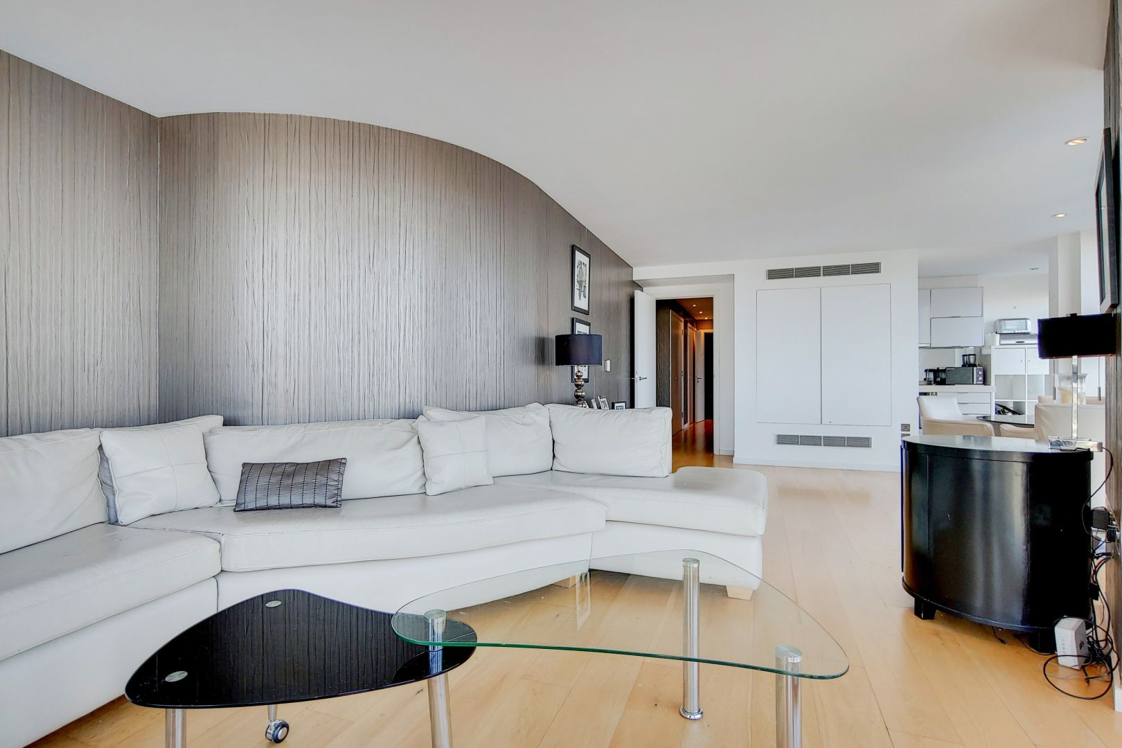 2 bed flat for sale in Ontario Tower  - Property Image 4