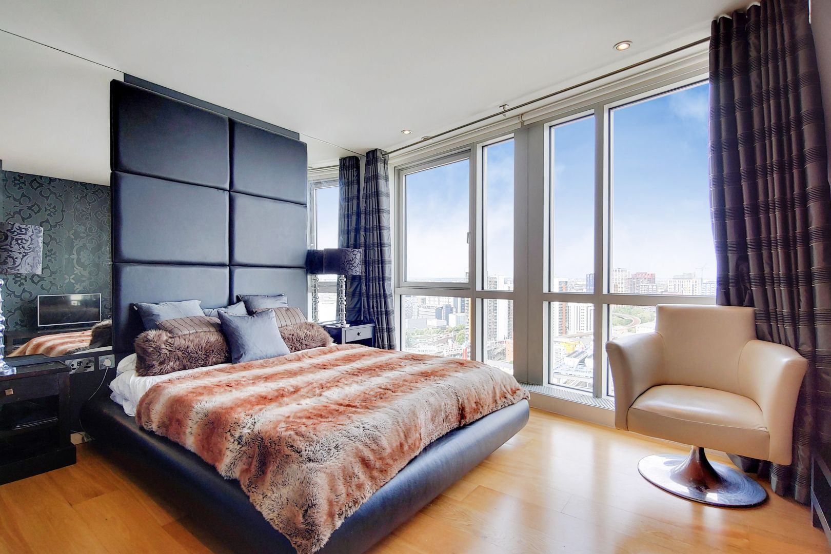 2 bed flat for sale in Ontario Tower  - Property Image 6