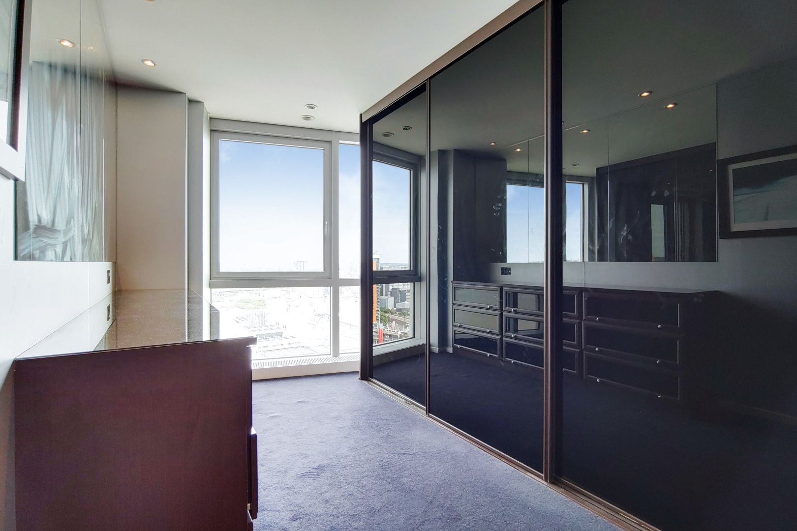 2 bed flat for sale in Ontario Tower  - Property Image 8
