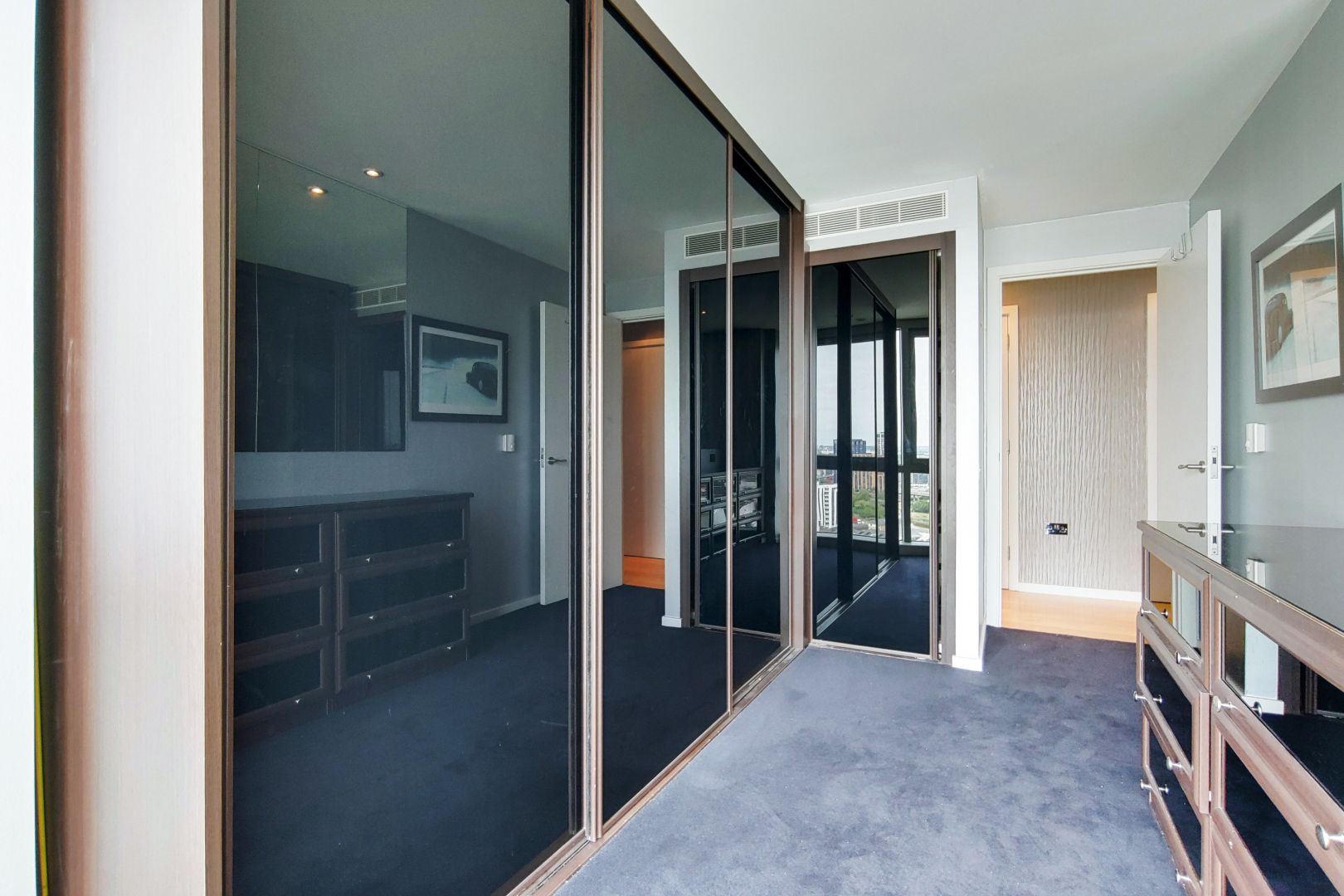 2 bed flat for sale in Ontario Tower  - Property Image 9