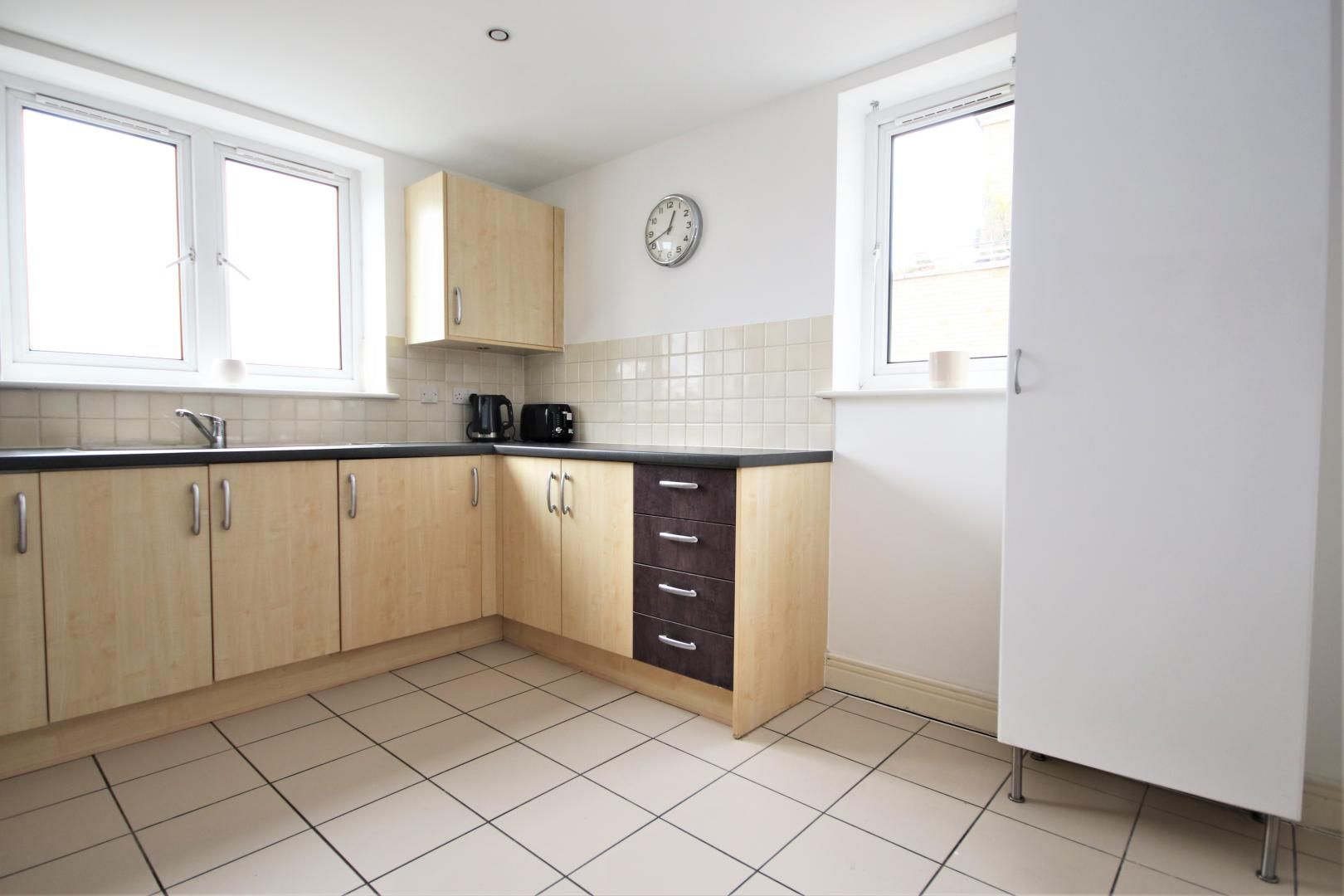3 bed flat to rent in Hamilton House  - Property Image 2