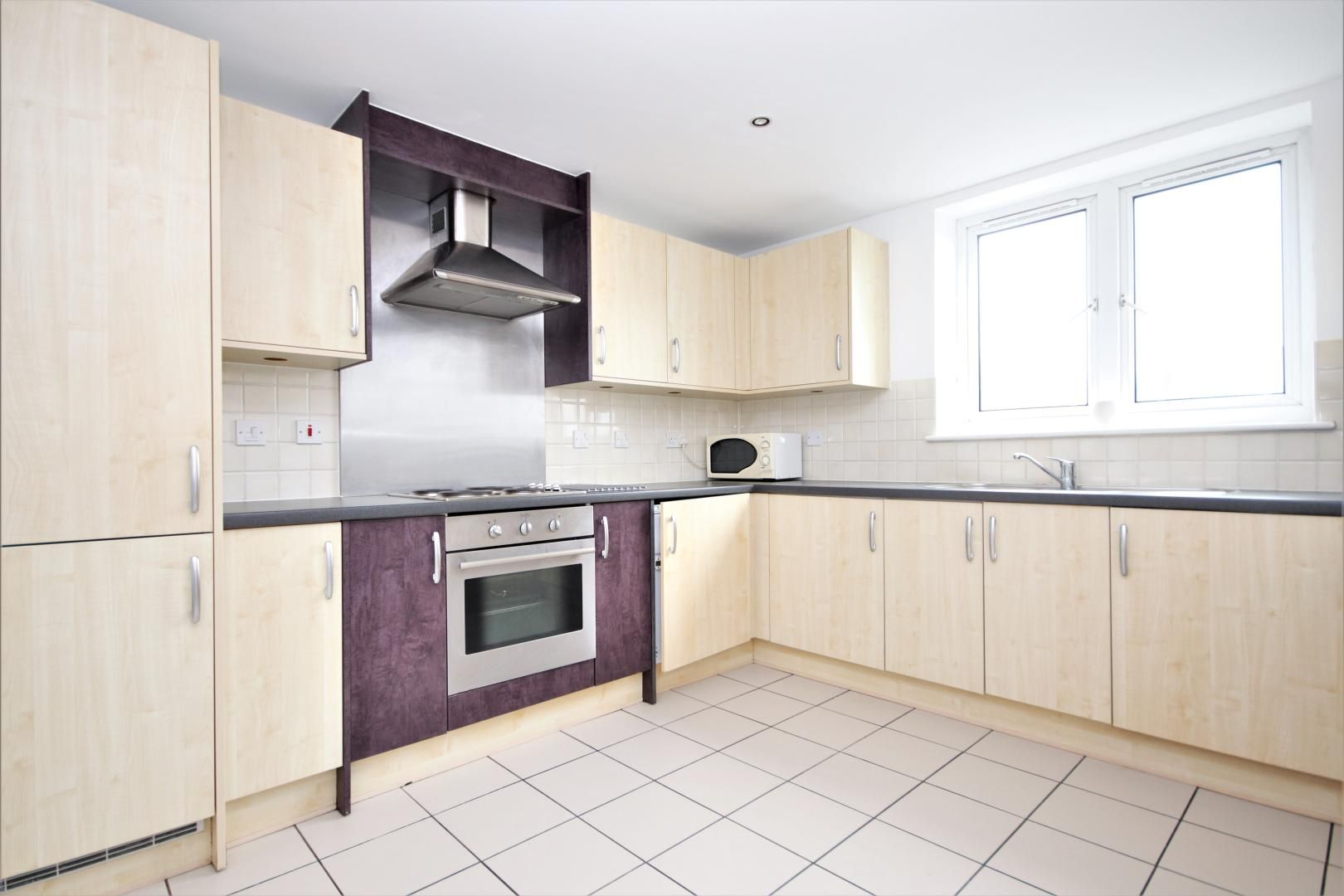 3 bed flat to rent in Hamilton House  - Property Image 3