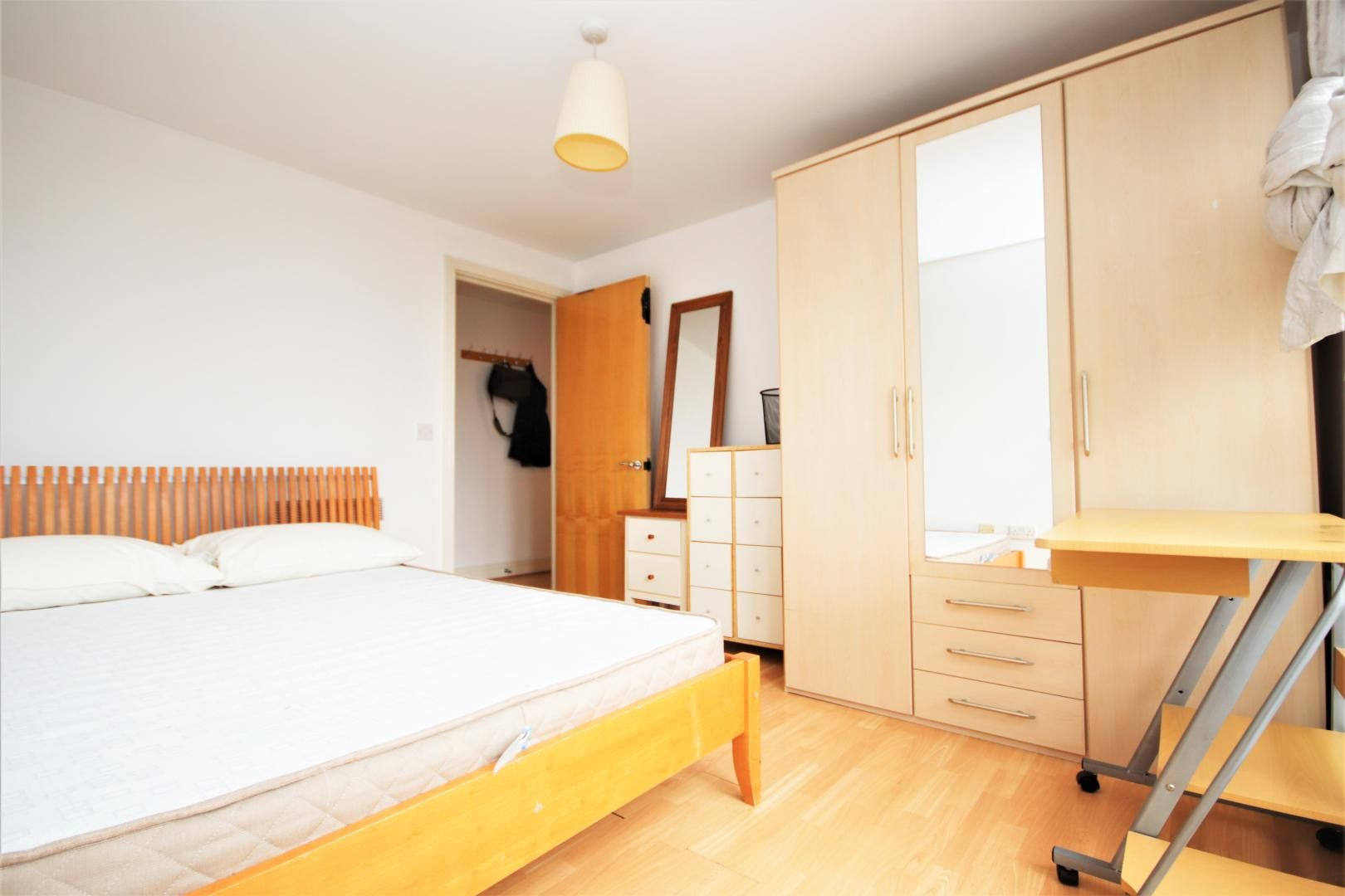 3 bed flat to rent in Hamilton House  - Property Image 5