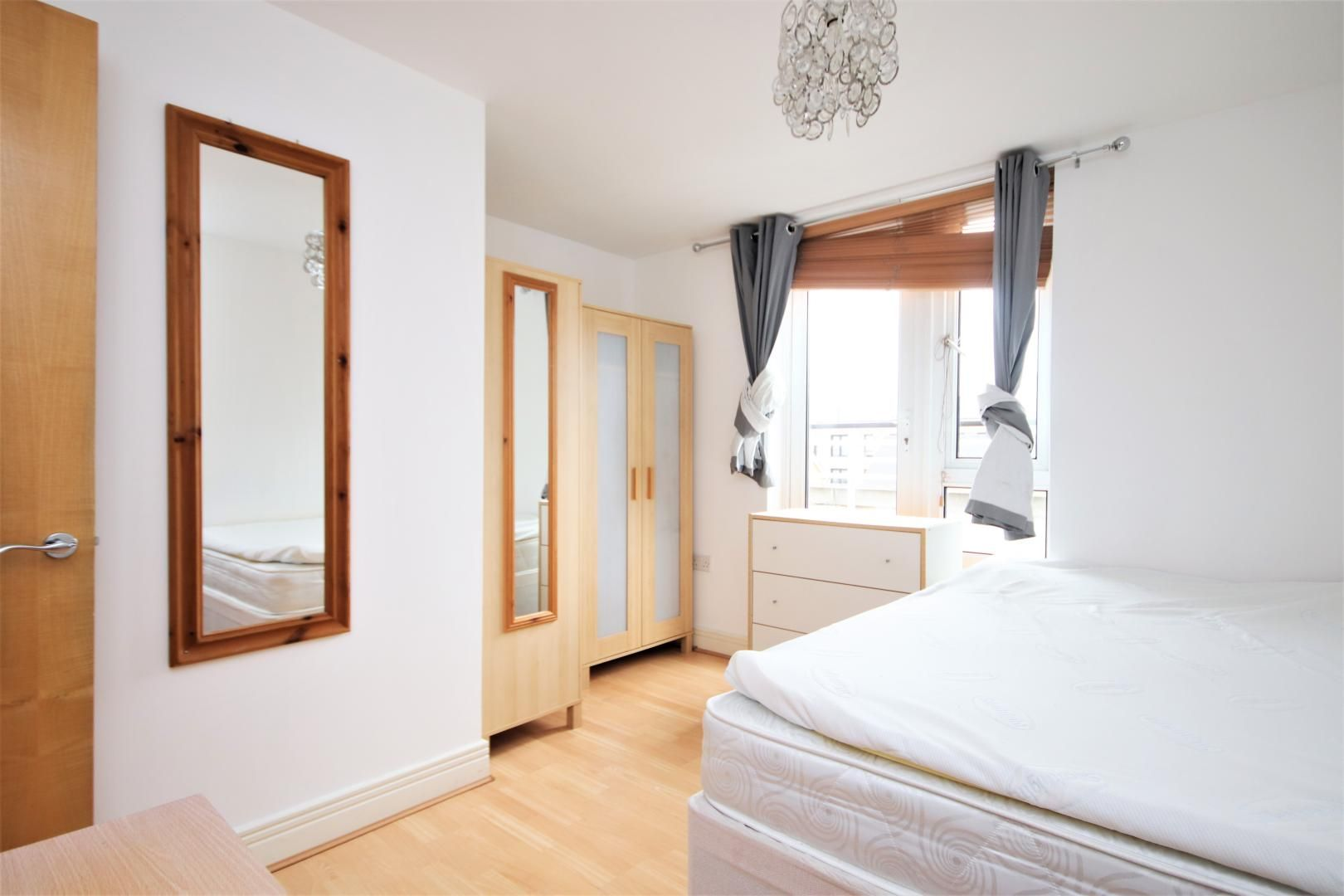 3 bed flat to rent in Hamilton House  - Property Image 8