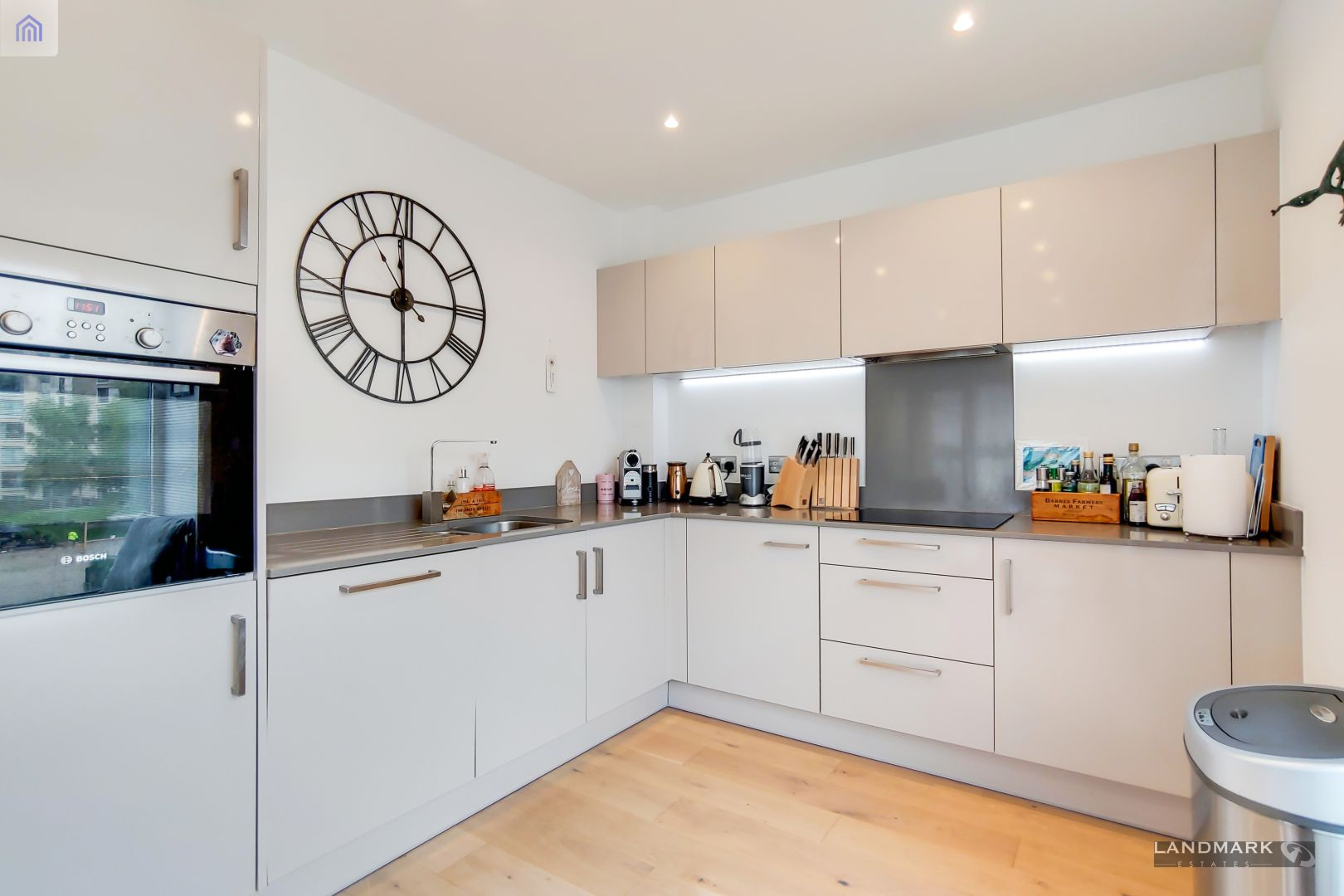 1 bed flat for sale in Mogul Building  - Property Image 5