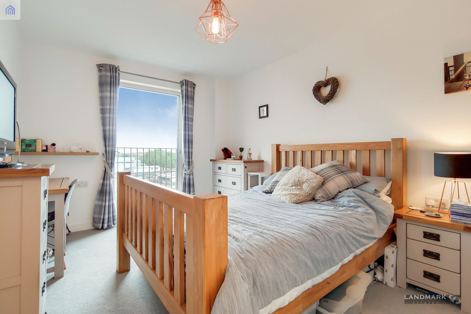 1 bed flat for sale in Mogul Building  - Property Image 7