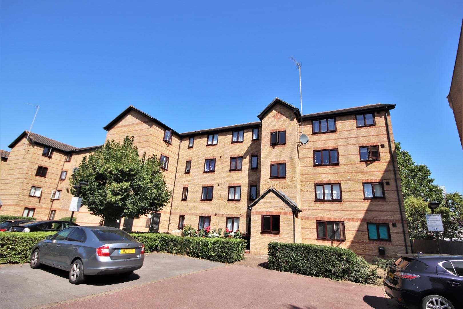 1 bed flat to rent in Ringwood Gardens, E14