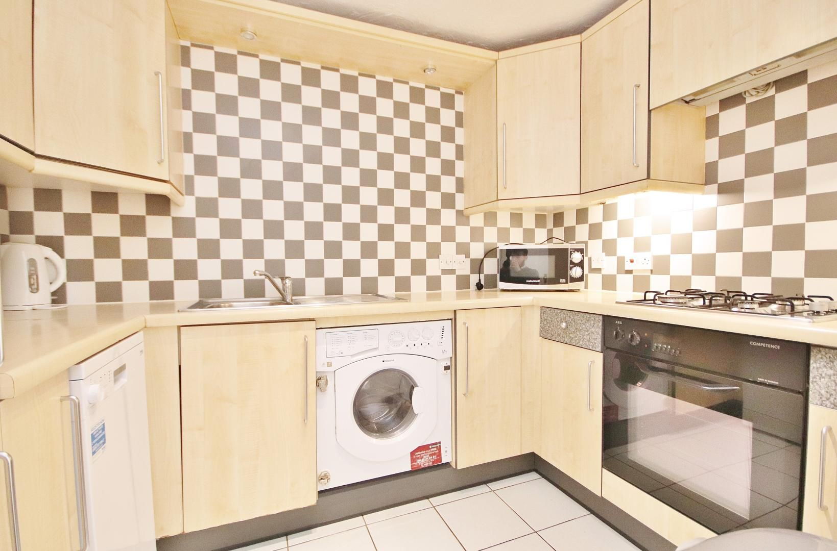 2 bed flat to rent in Lyndhurst Lodge, E14