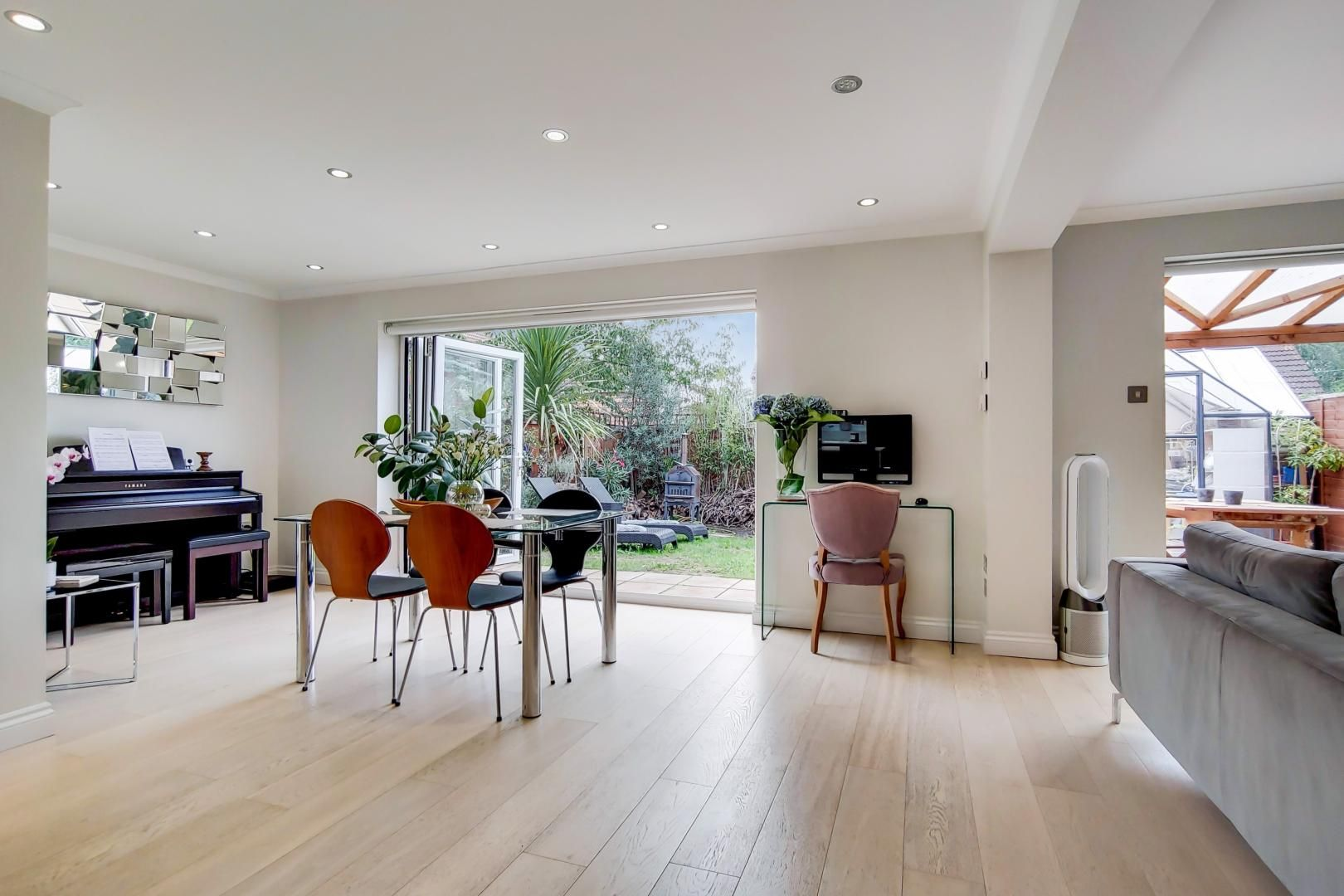 3 bed house for sale in Harper Road  - Property Image 6