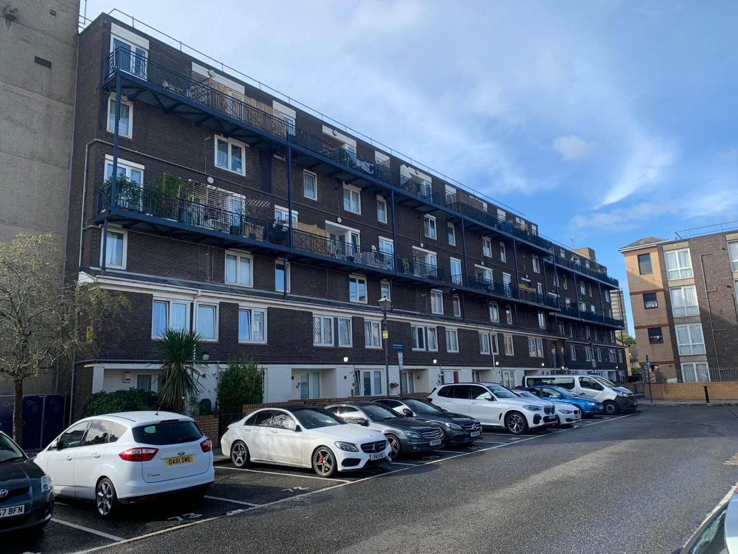 3 bed flat to rent in Mccullum Road  - Property Image 1
