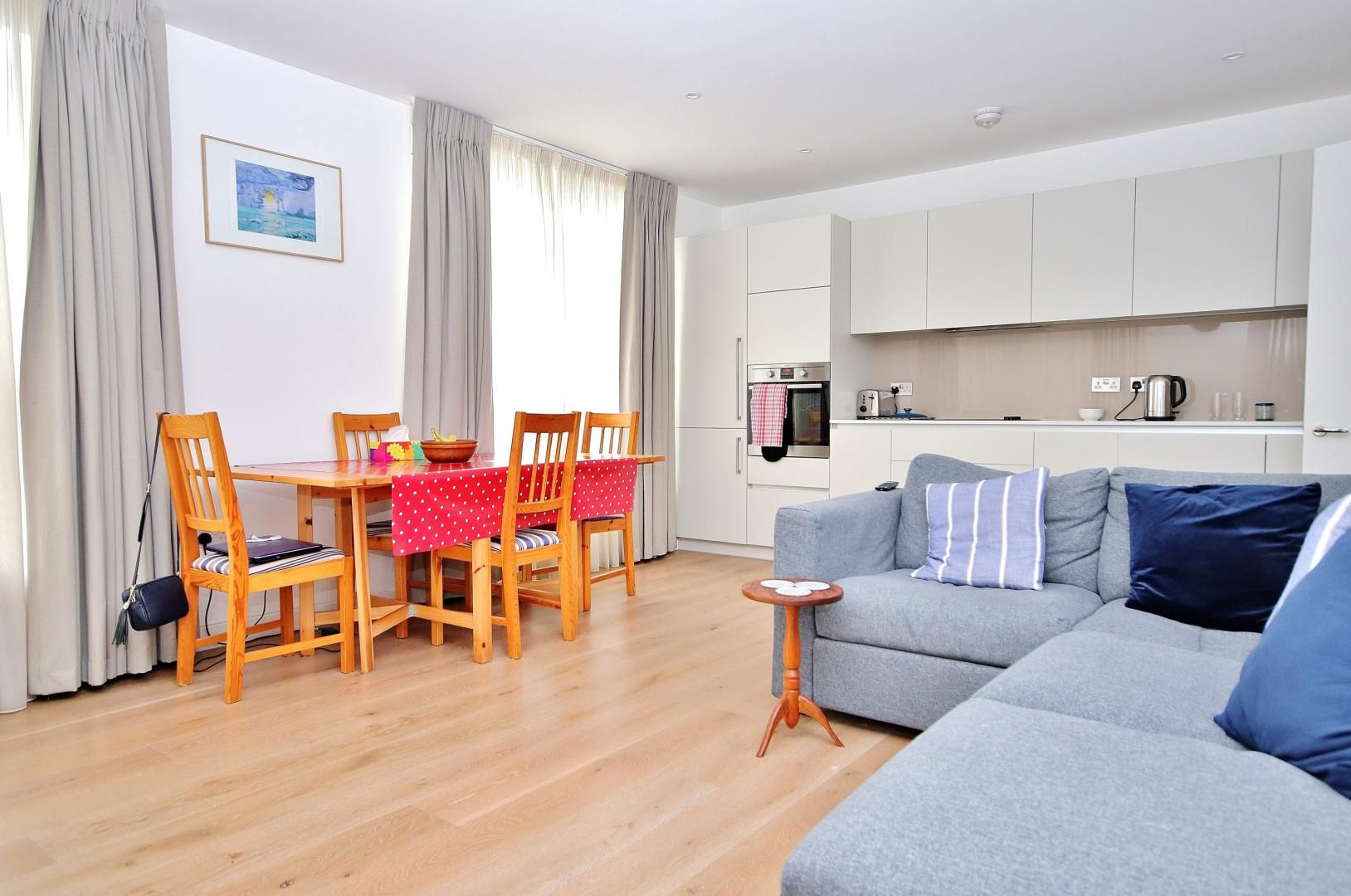 2 bed flat for sale in Grayston House  - Property Image 1