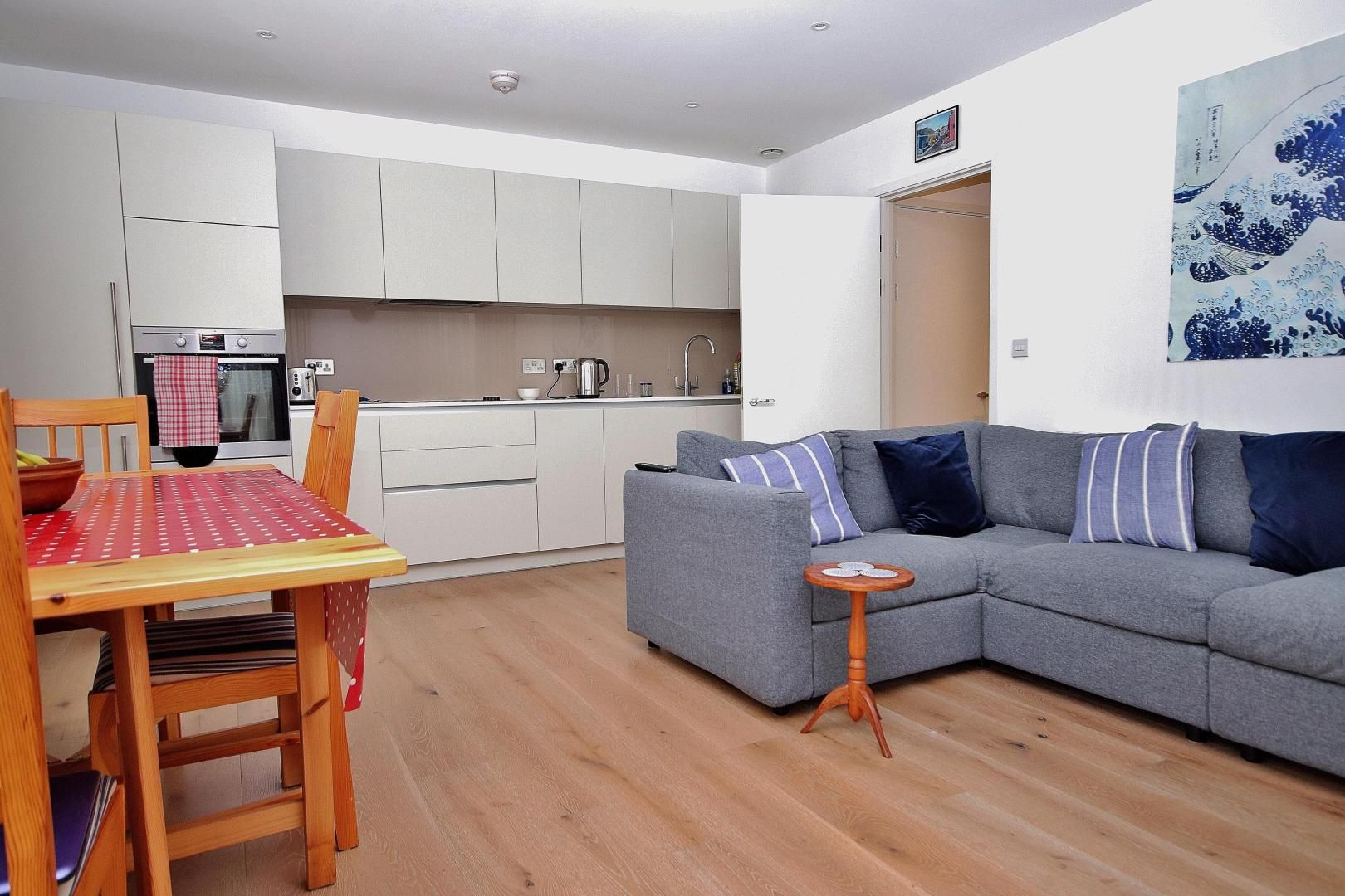 2 bed flat for sale in Grayston House  - Property Image 2