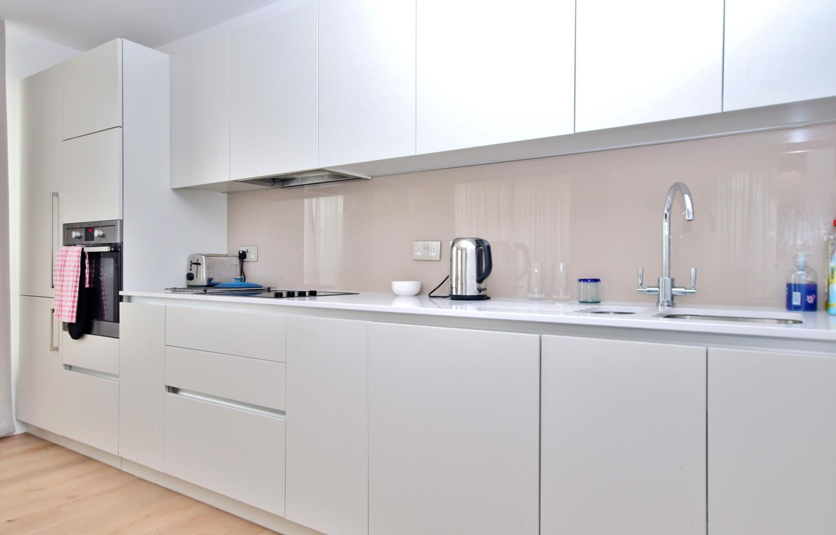 2 bed flat for sale in Grayston House  - Property Image 3