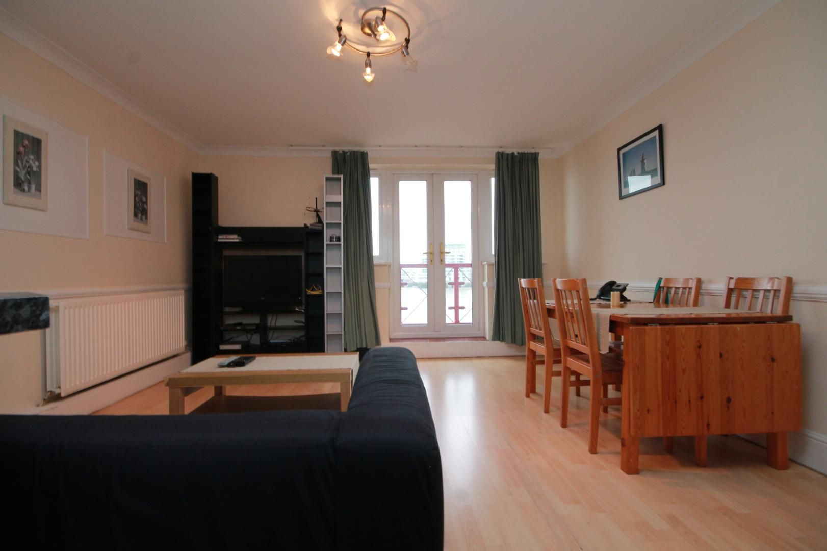 2 bed flat to rent in Caledonian Wharf, E14