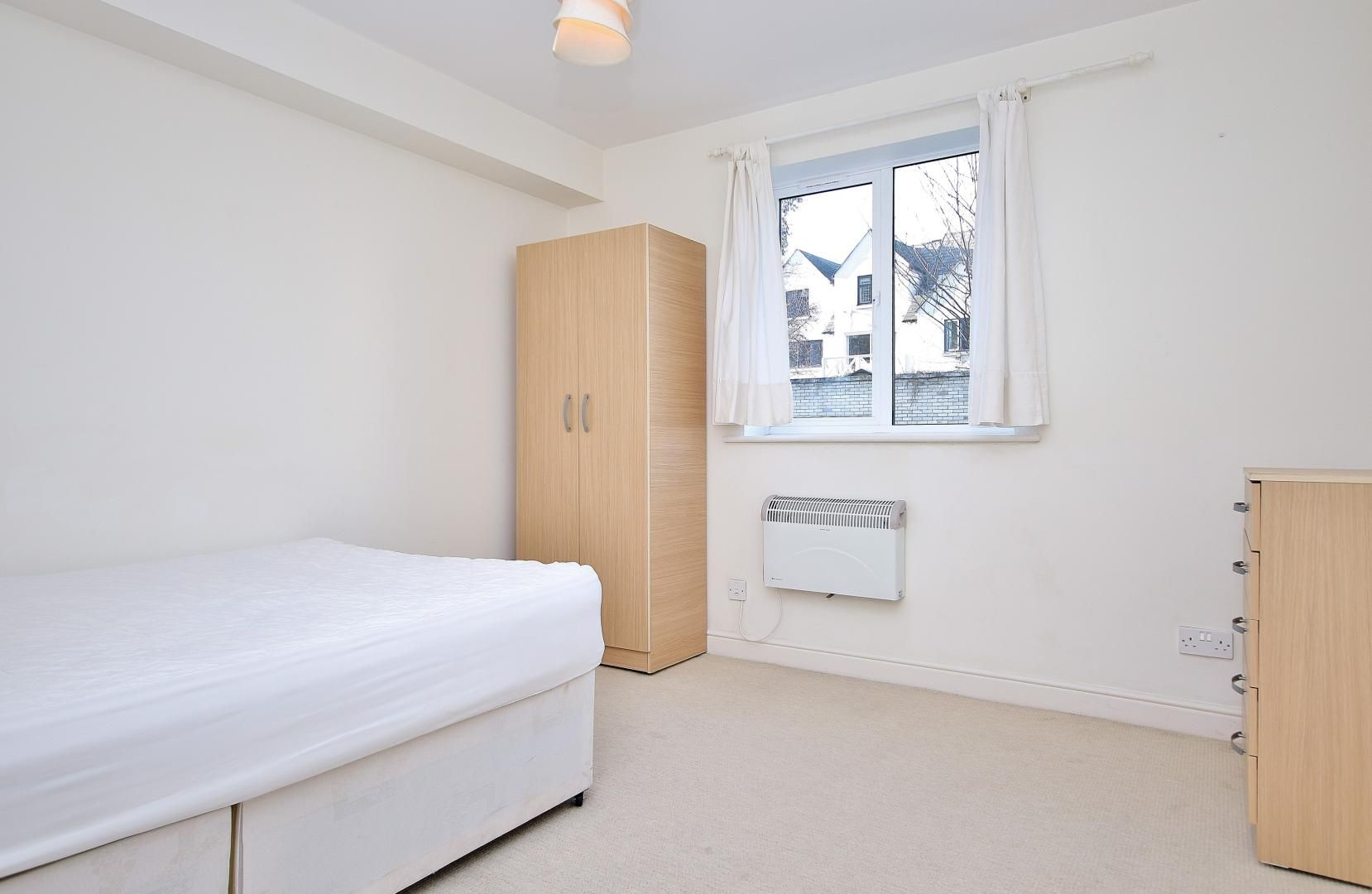 2 bed  to rent in Langbourne Place  - Property Image 2