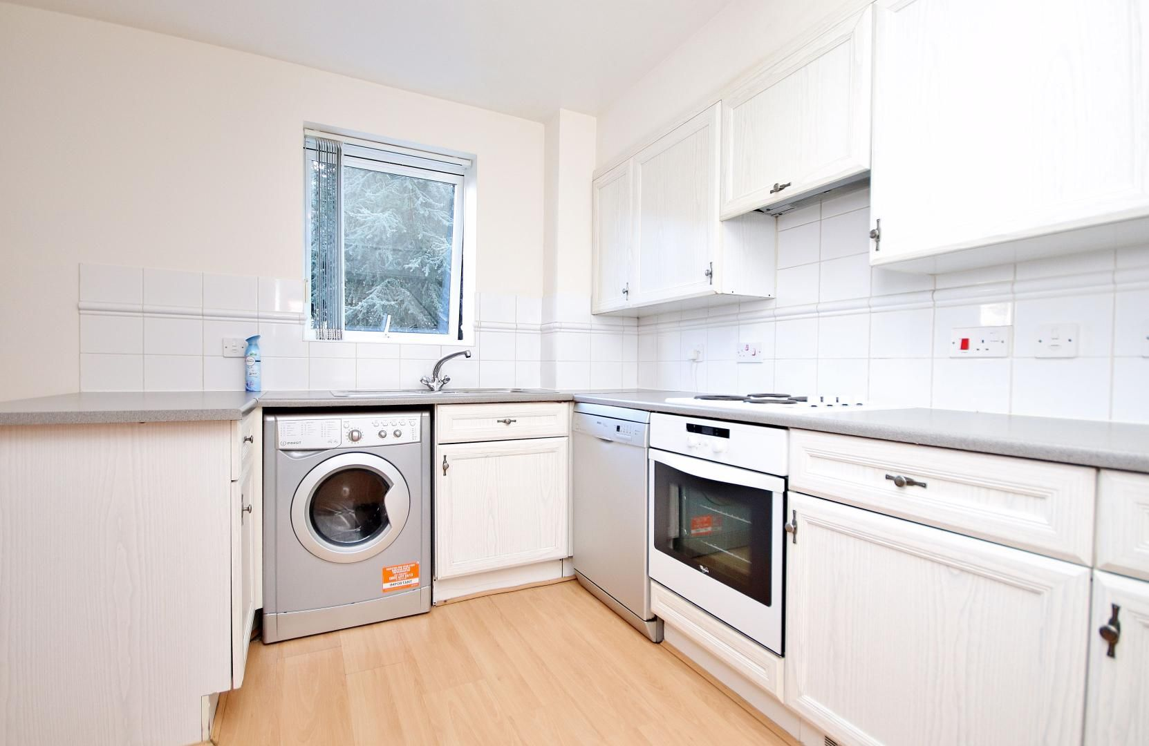 2 bed  to rent in Langbourne Place  - Property Image 4