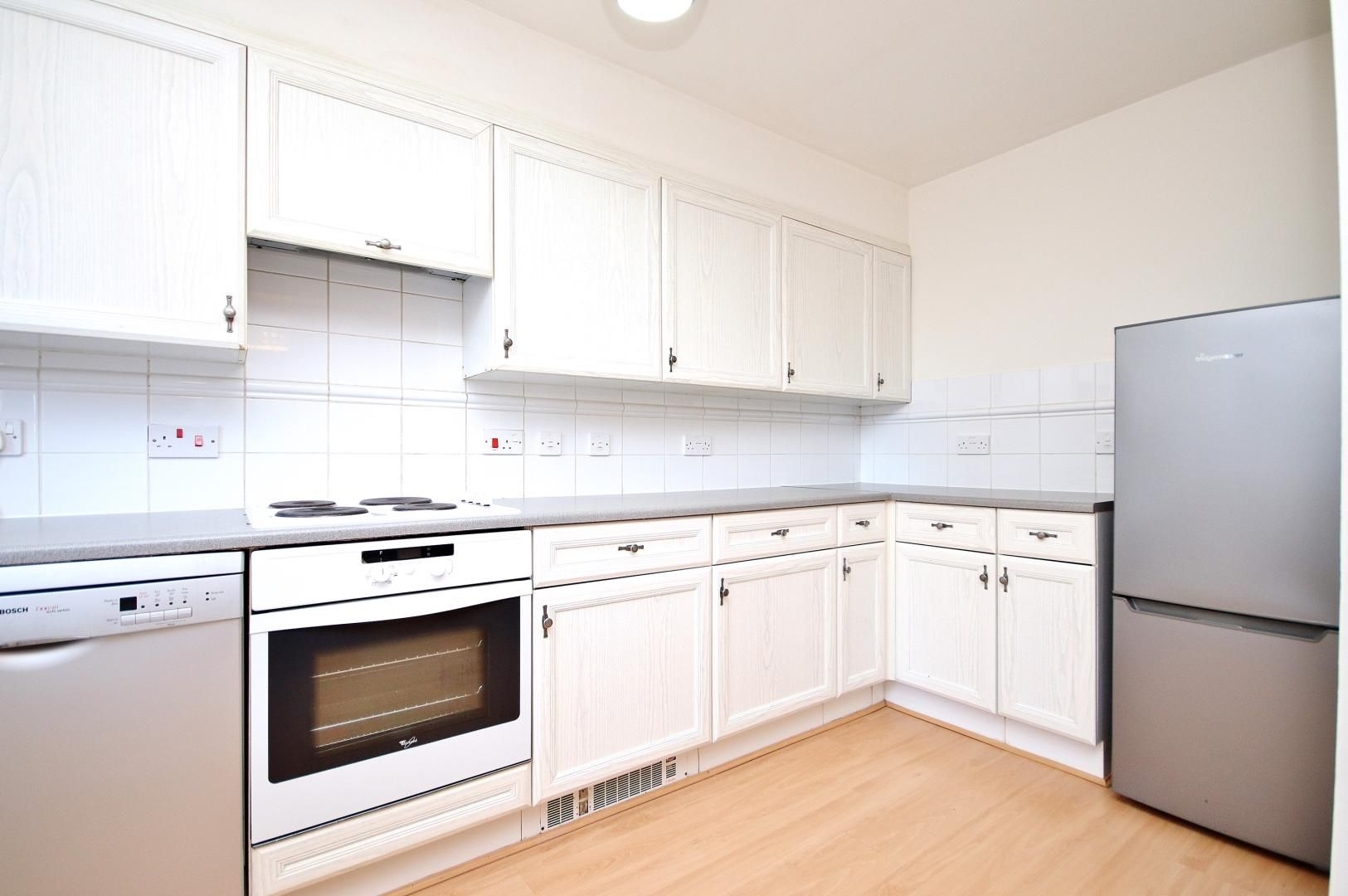 2 bed  to rent in Langbourne Place  - Property Image 5