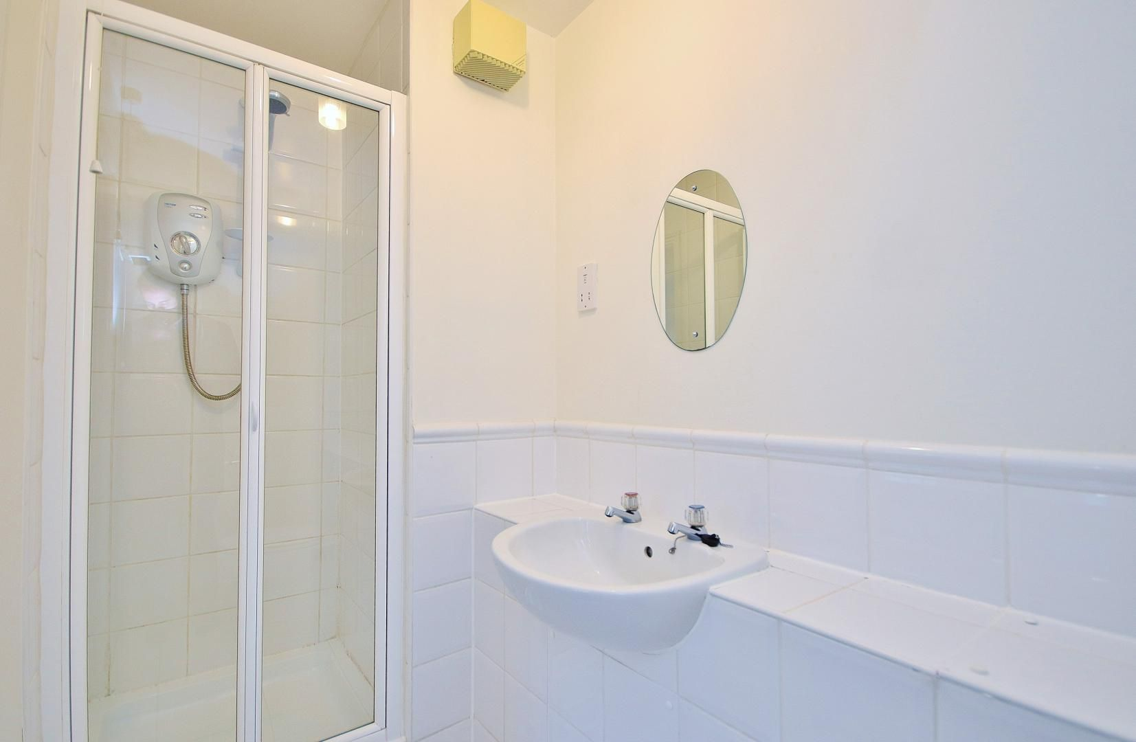 2 bed  to rent in Langbourne Place  - Property Image 7