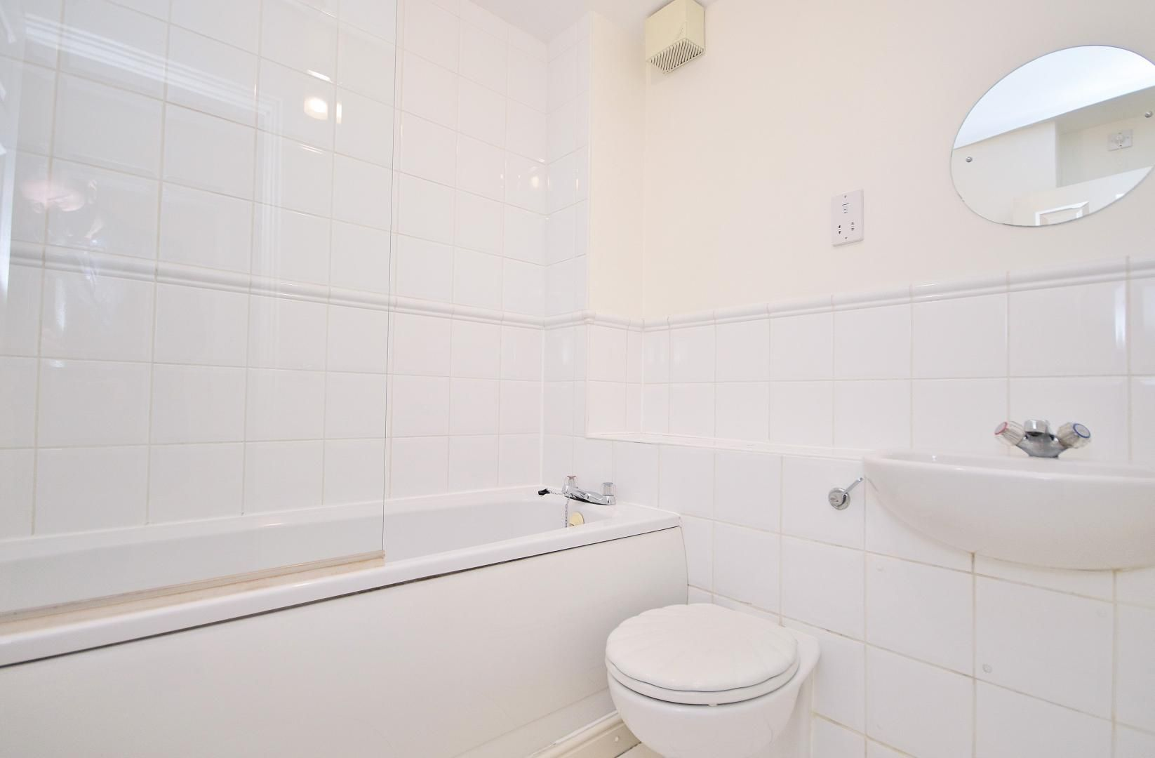 2 bed  to rent in Langbourne Place  - Property Image 8
