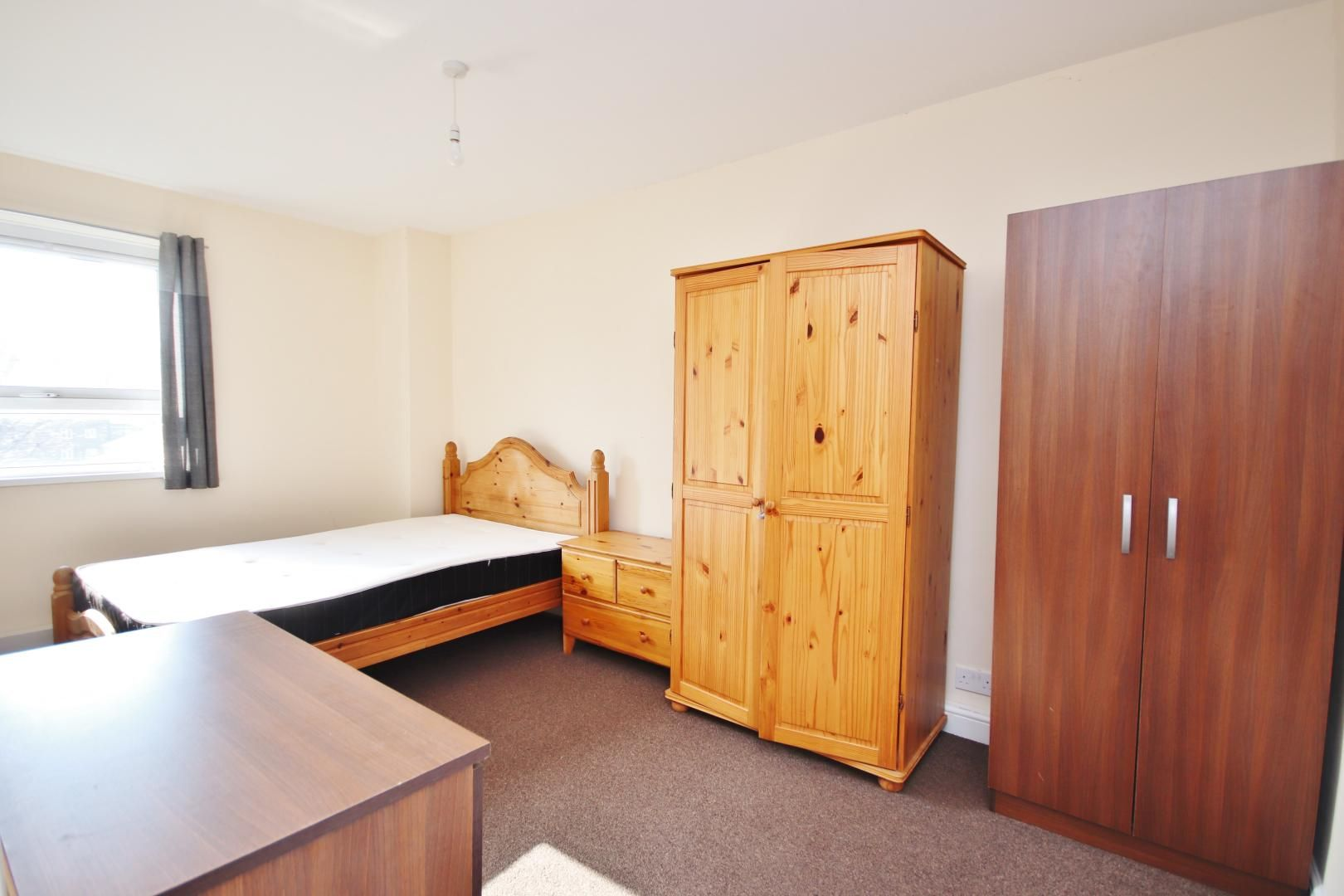 1 bed flat to rent in Gough Walk - Property Image 1