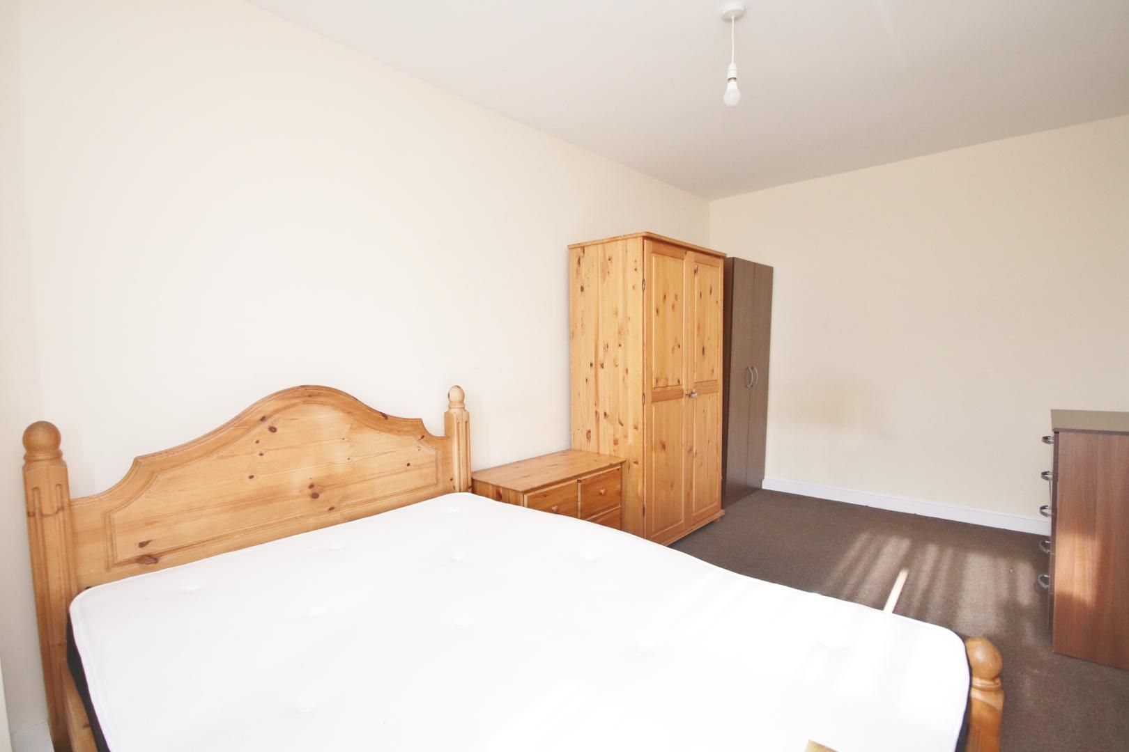 1 bed flat to rent in Gough Walk  - Property Image 2