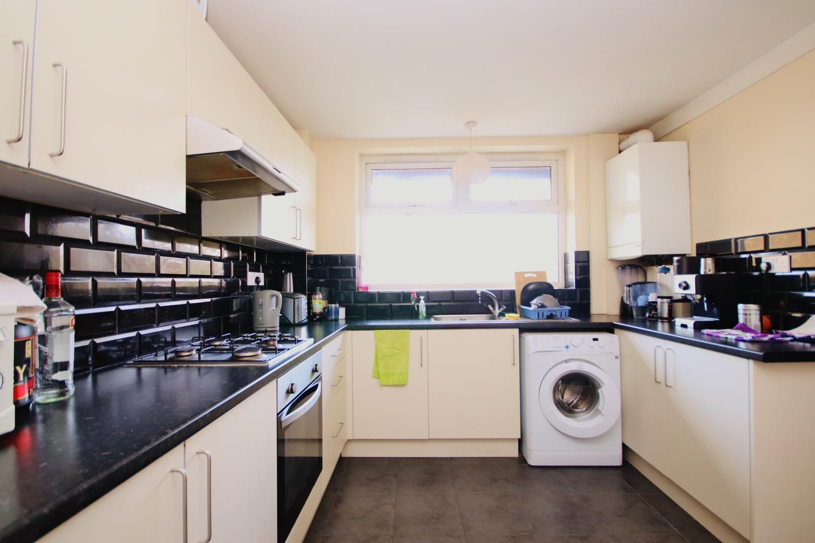 1 bed flat to rent in Gough Walk  - Property Image 3