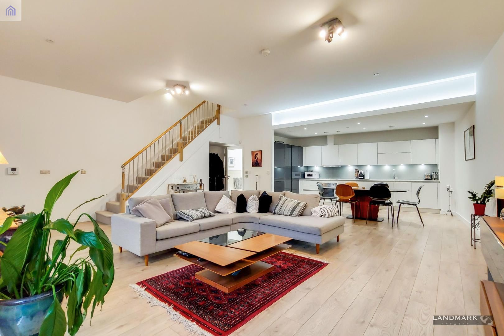 3 bed house for sale in Williamsburg Plaza - Property Image 1
