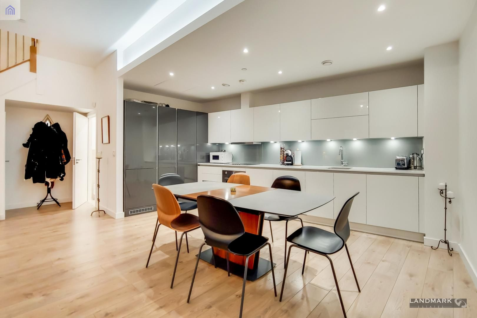 3 bed house for sale in Williamsburg Plaza  - Property Image 3