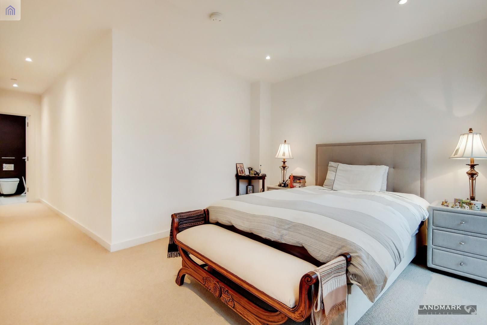 3 bed house for sale in Williamsburg Plaza  - Property Image 5