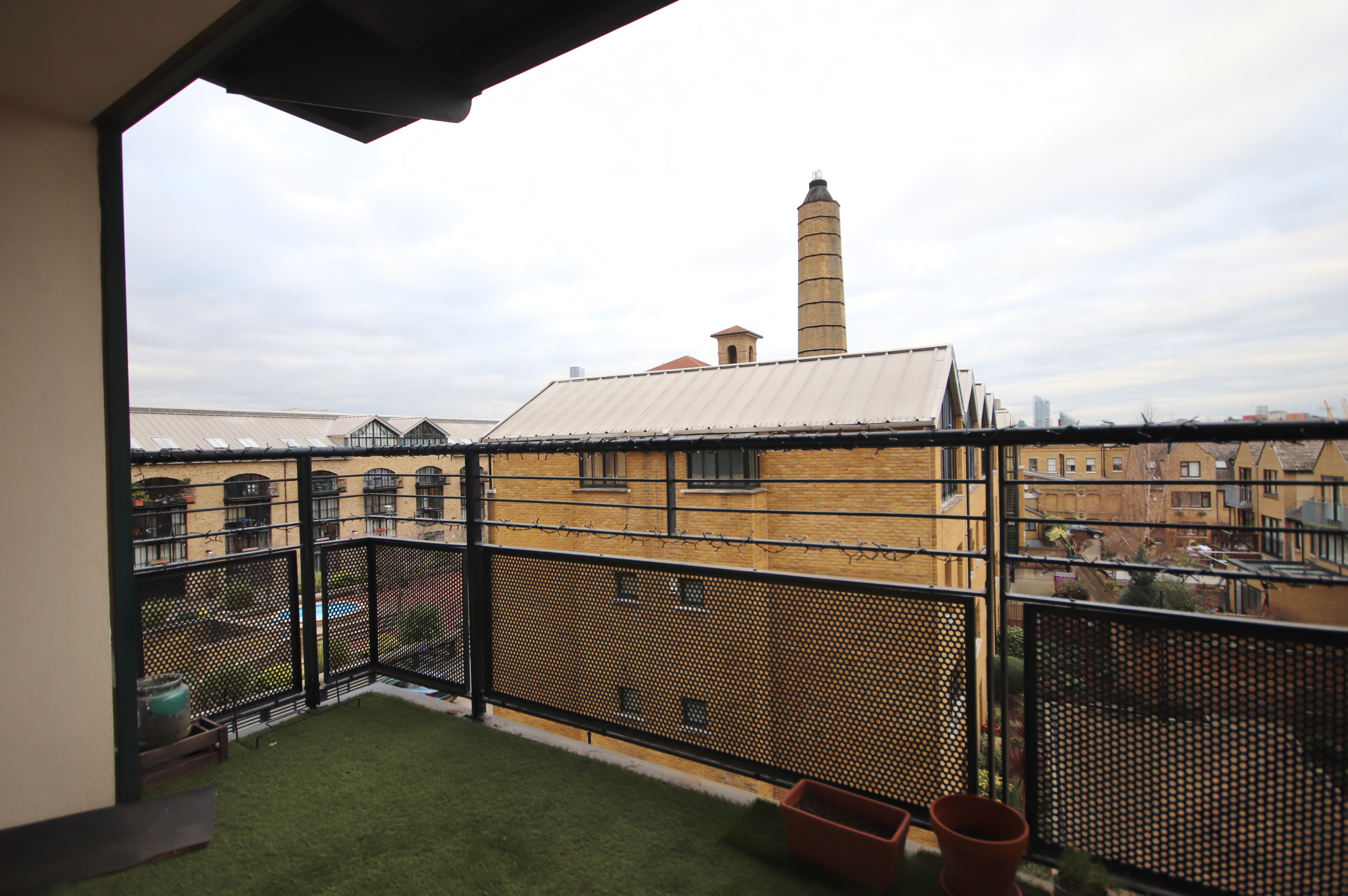 1 bed flat for sale in Chart House, E14