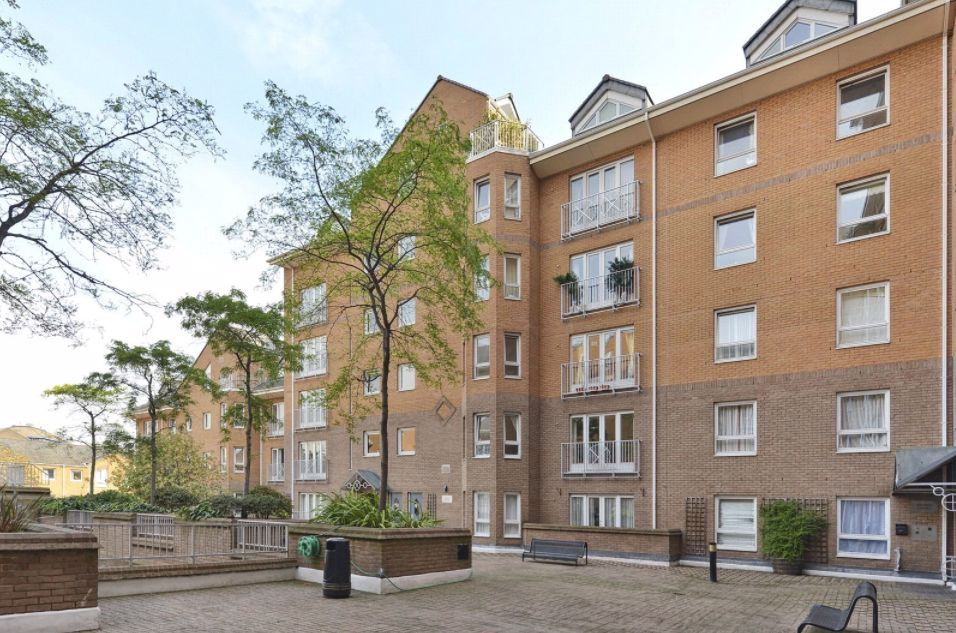 1 bed flat for sale in Hera Court, E14
