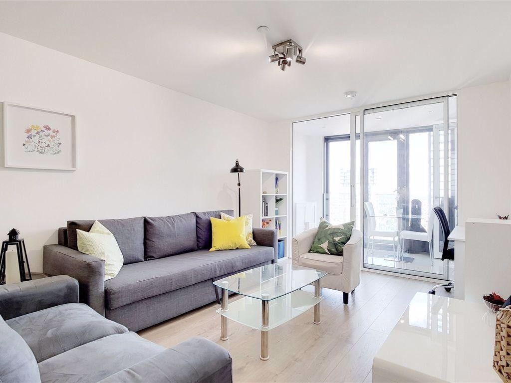1 bed flat to rent in Station Street, E15