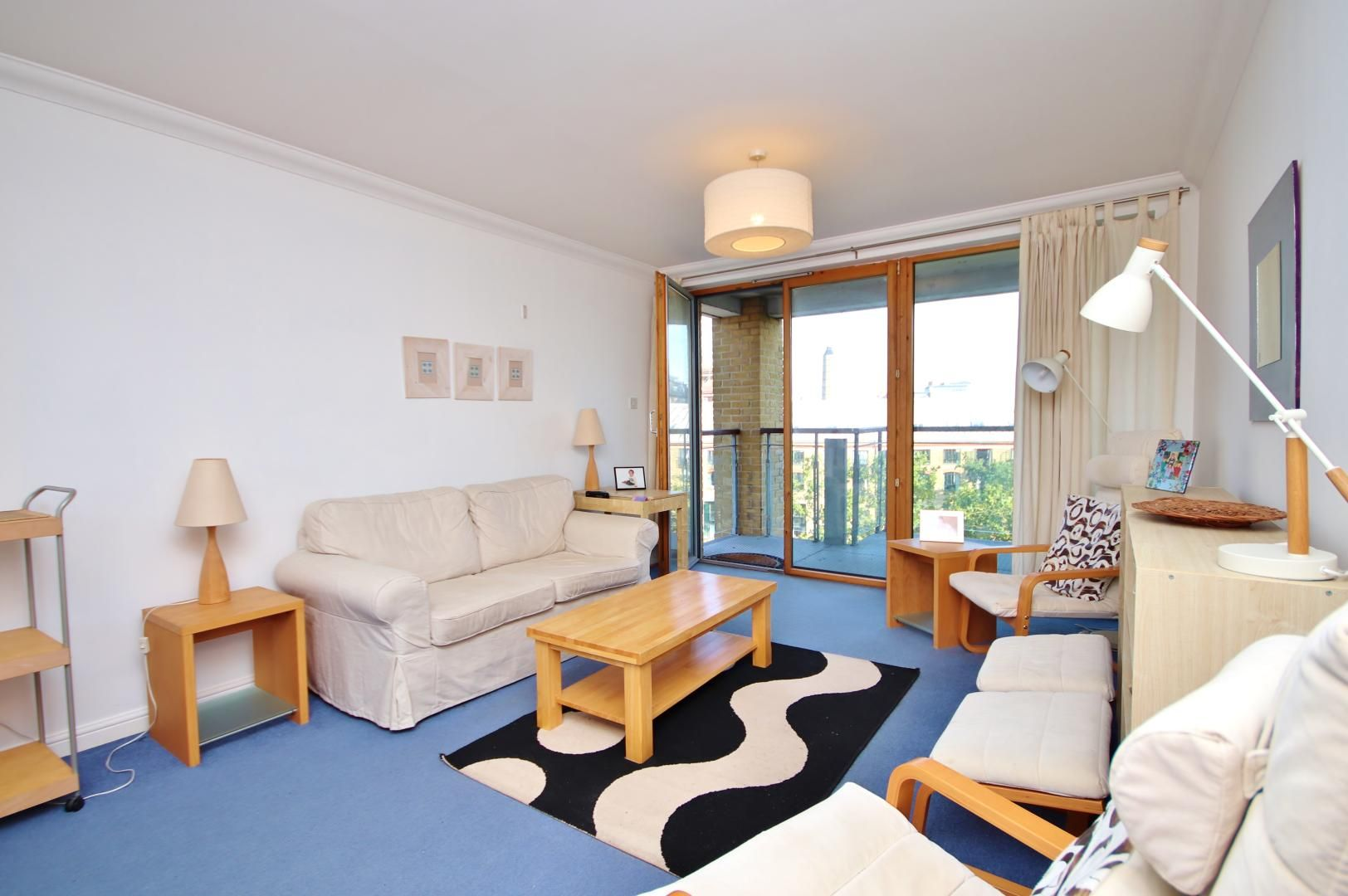 2 bed flat to rent in Amundsen Court, E14
