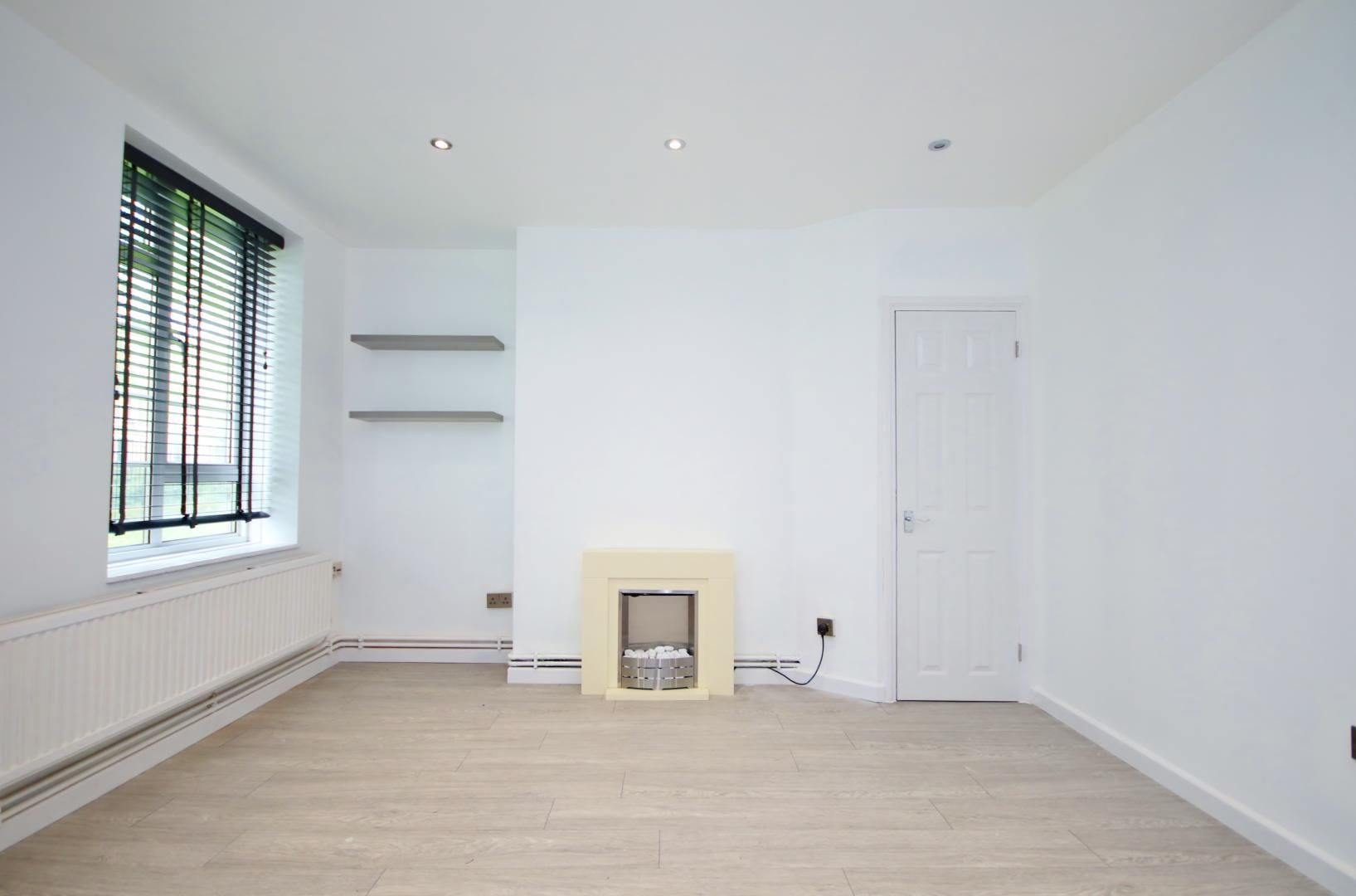 2 bed flat to rent in Well Street, E9
