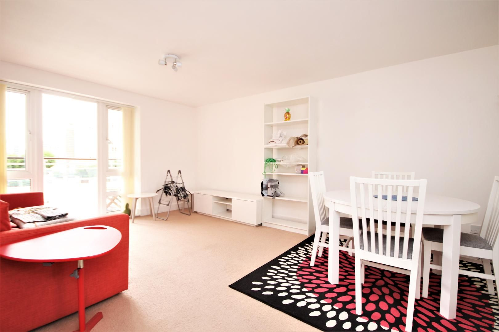 2 bed flat for sale in St Davids Square  - Property Image 2