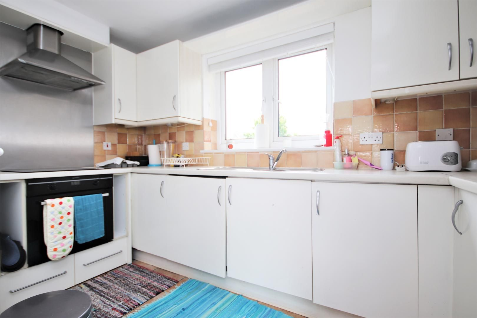 2 bed flat for sale in St Davids Square  - Property Image 4