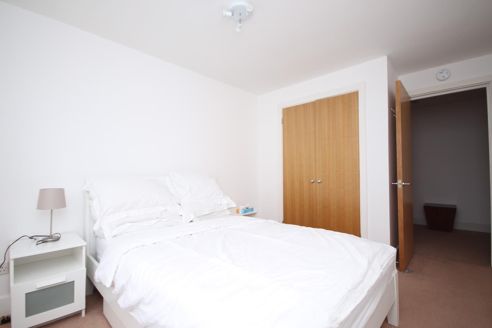 2 bed flat for sale in St Davids Square  - Property Image 5