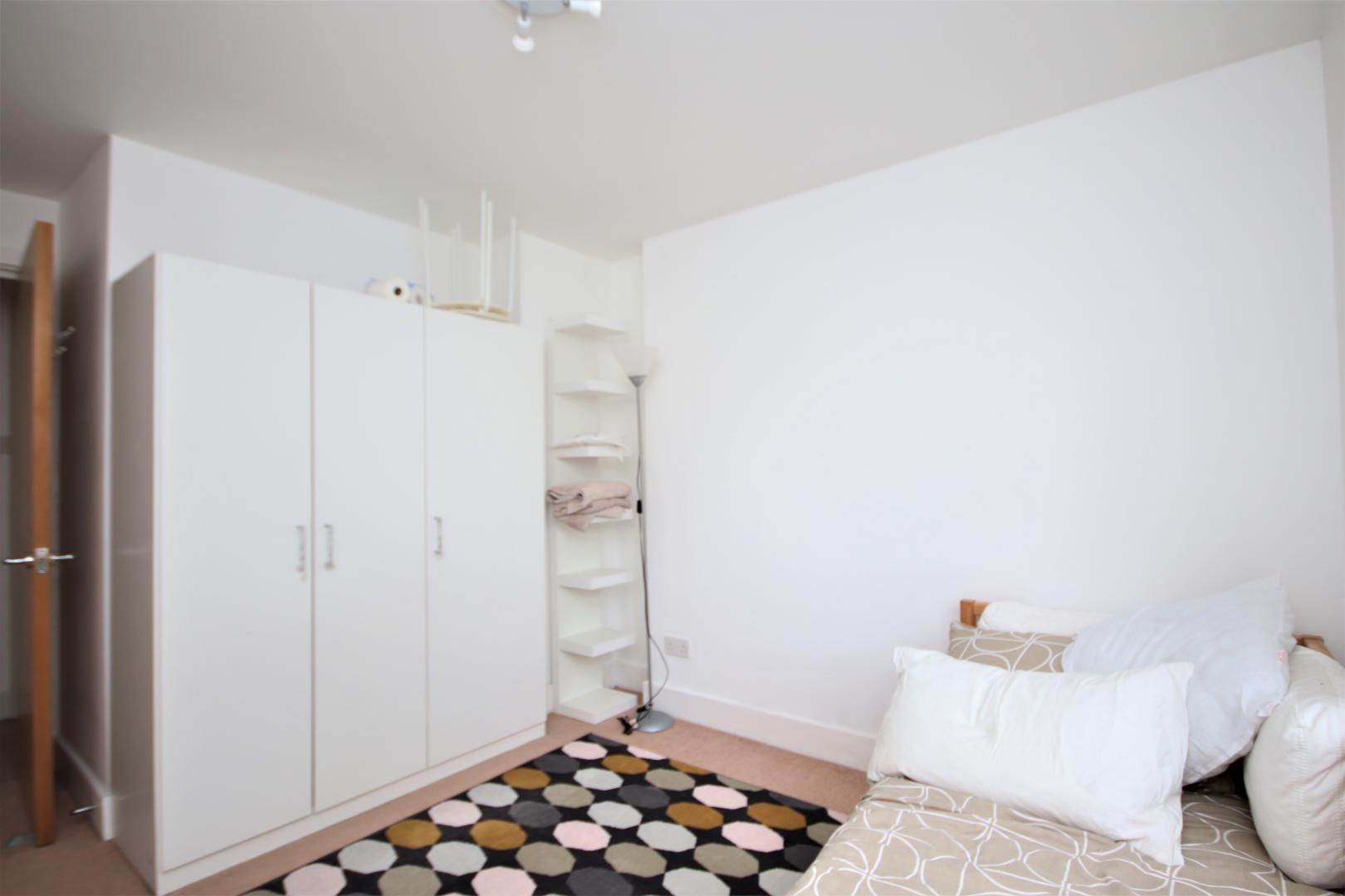 2 bed flat for sale in St Davids Square  - Property Image 7