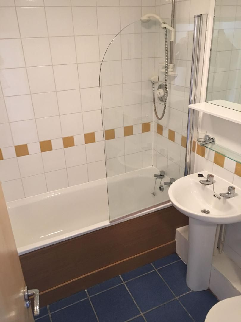 2 bed flat for sale in St Davids Square  - Property Image 9