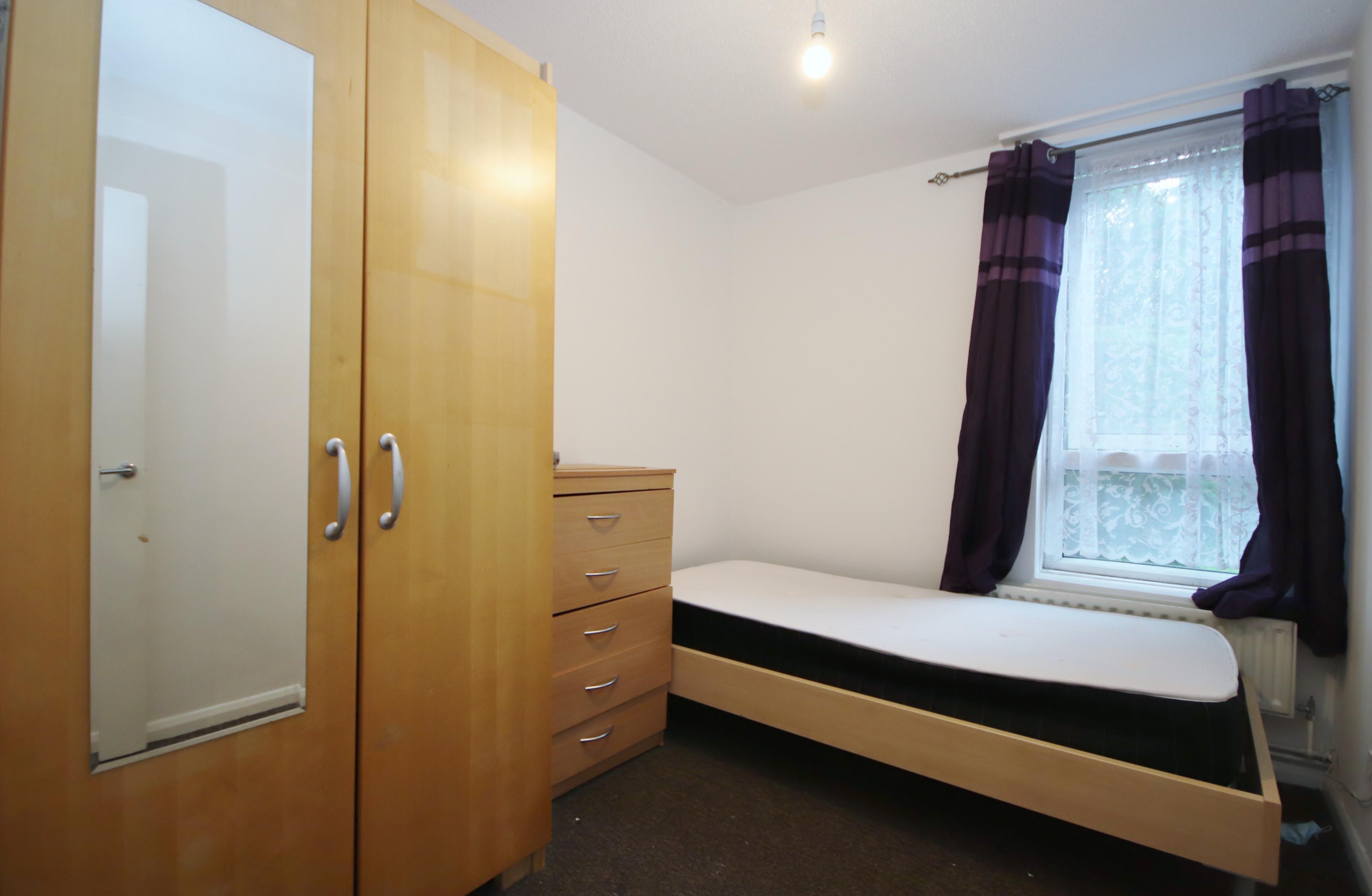 1 bed flat to rent in Pigott Street, E14