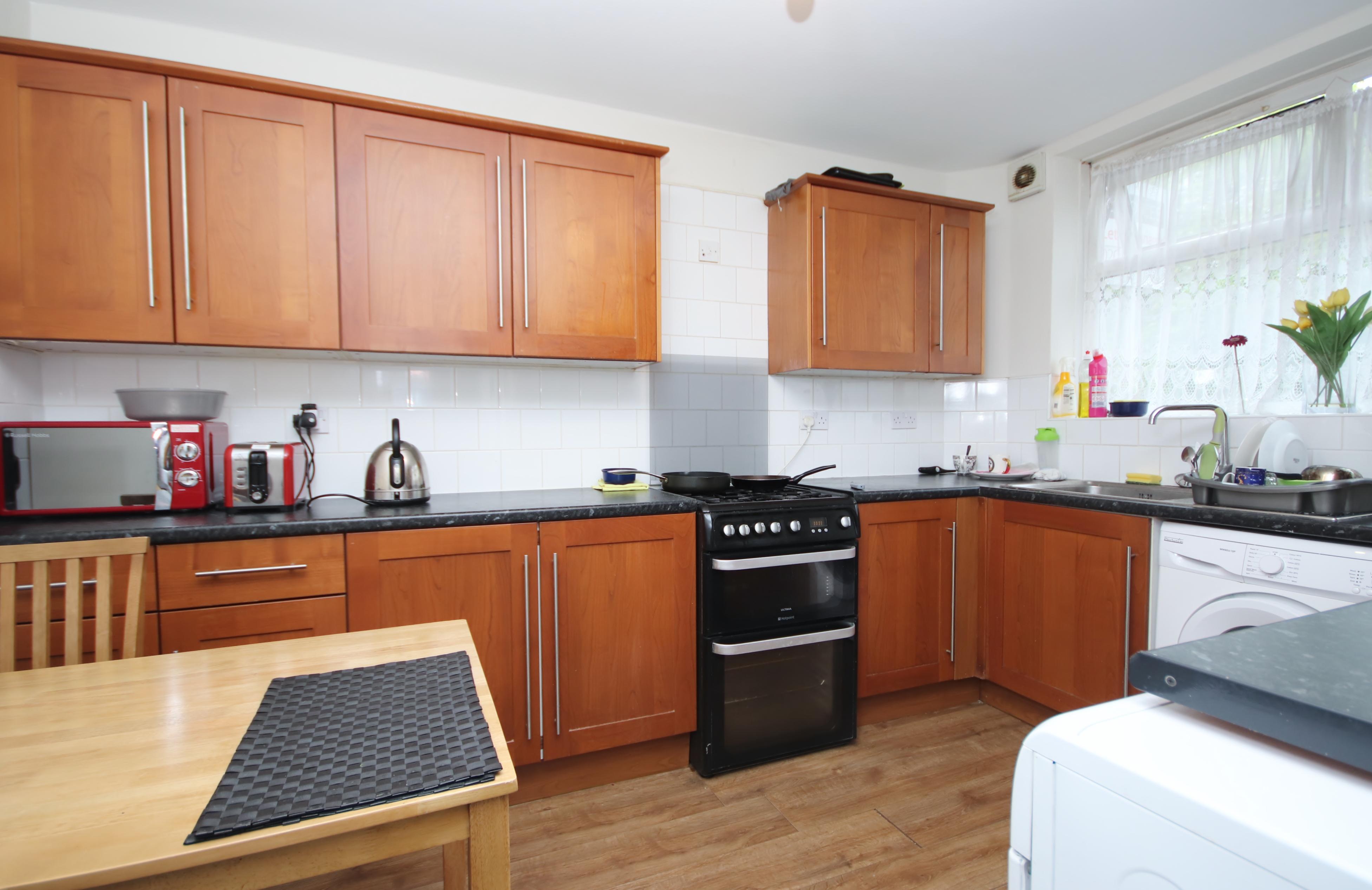 1 bed flat to rent in Pigott Street  - Property Image 2