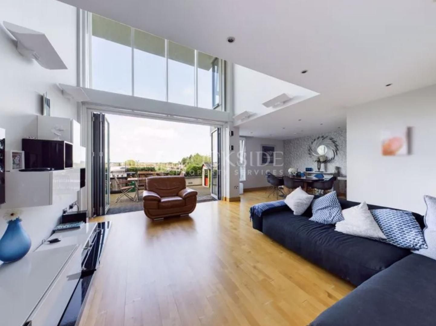 5 bed  for sale in The Hamptons - Property Image 1