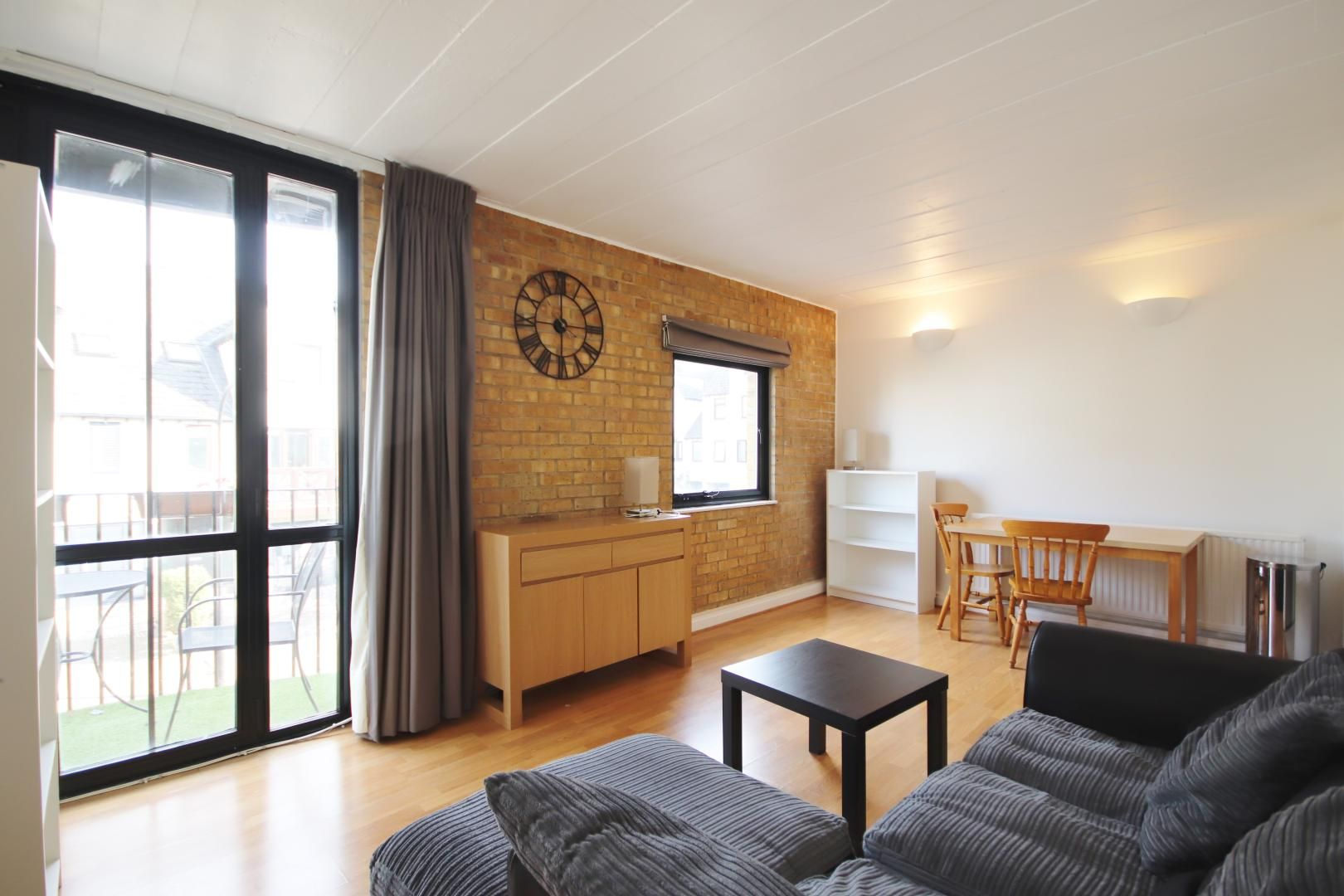 2 bed flat to rent in Port House, E14