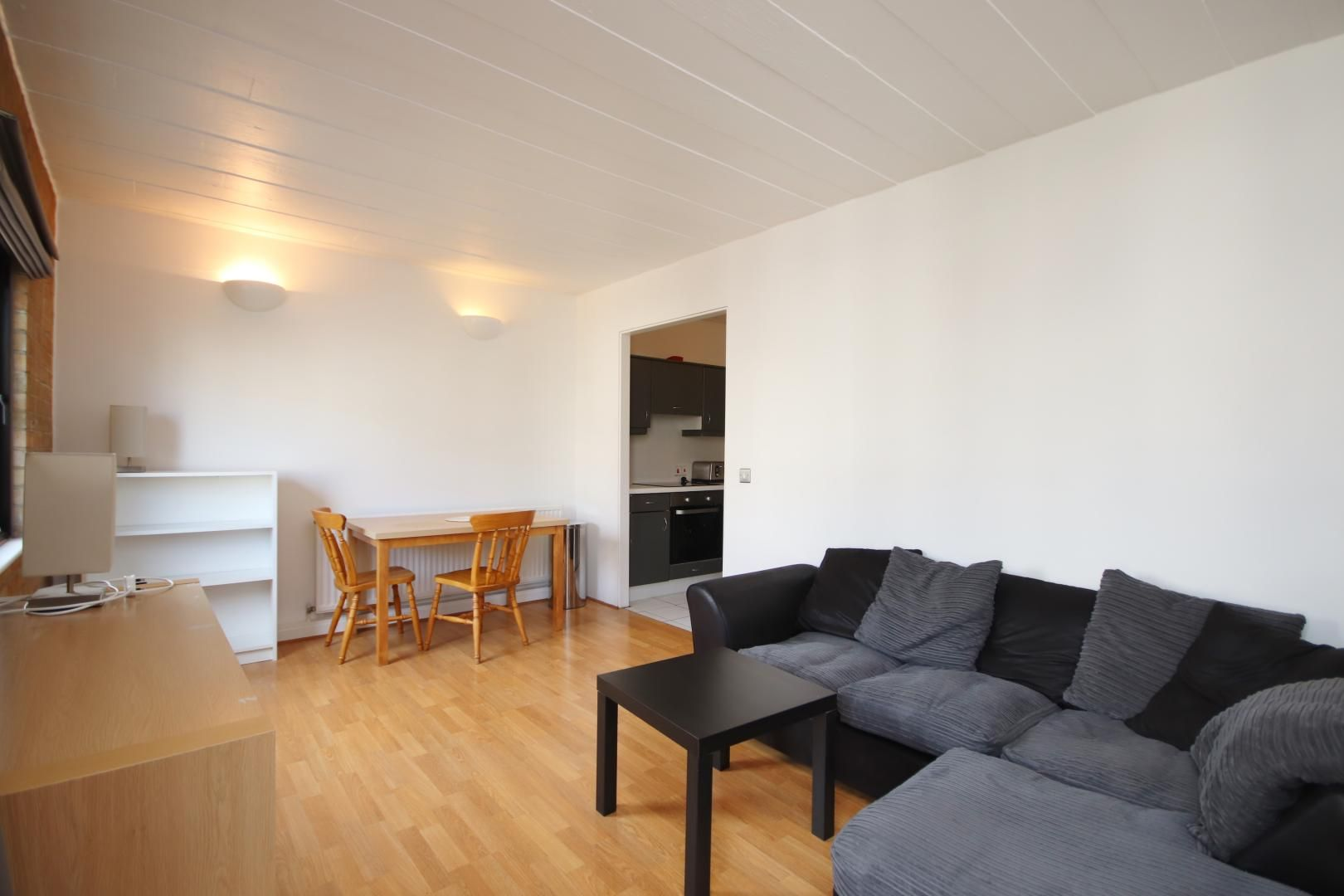 2 bed flat to rent in Port House  - Property Image 2