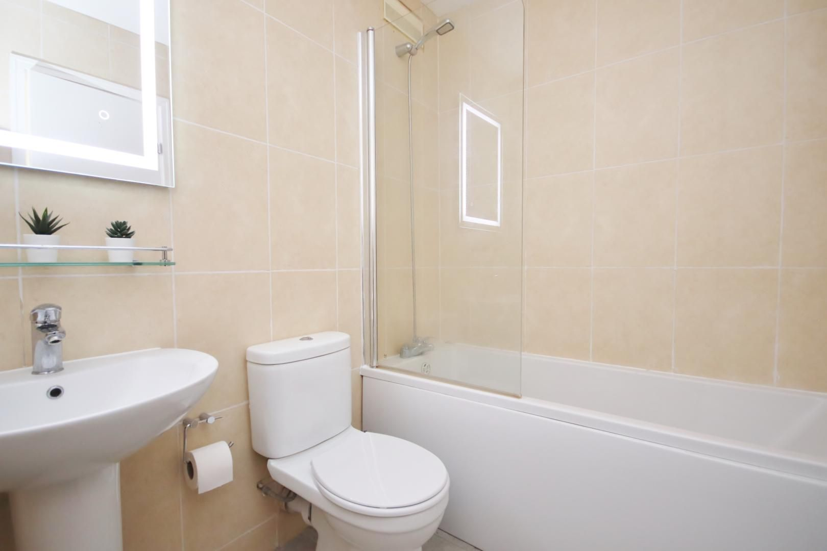 2 bed flat to rent in Port House  - Property Image 9
