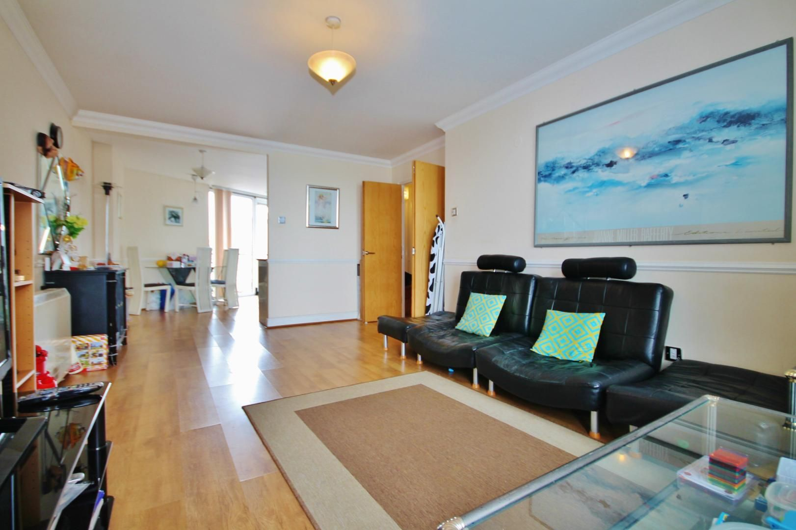 2 bed flat to rent in Hull Place  - Property Image 2