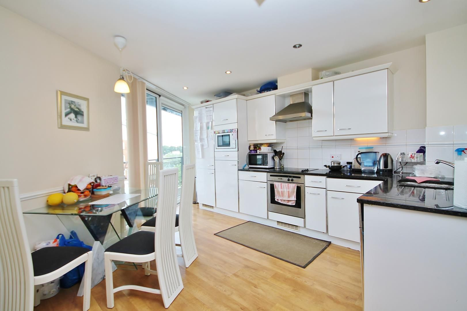 2 bed flat to rent in Hull Place  - Property Image 3