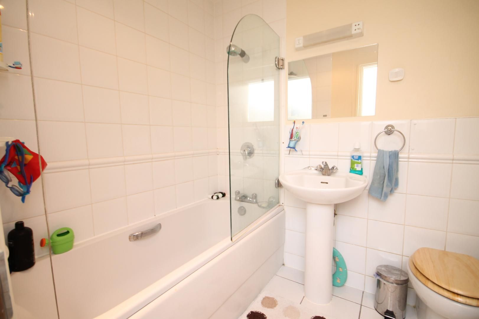 2 bed flat to rent in Hull Place  - Property Image 6