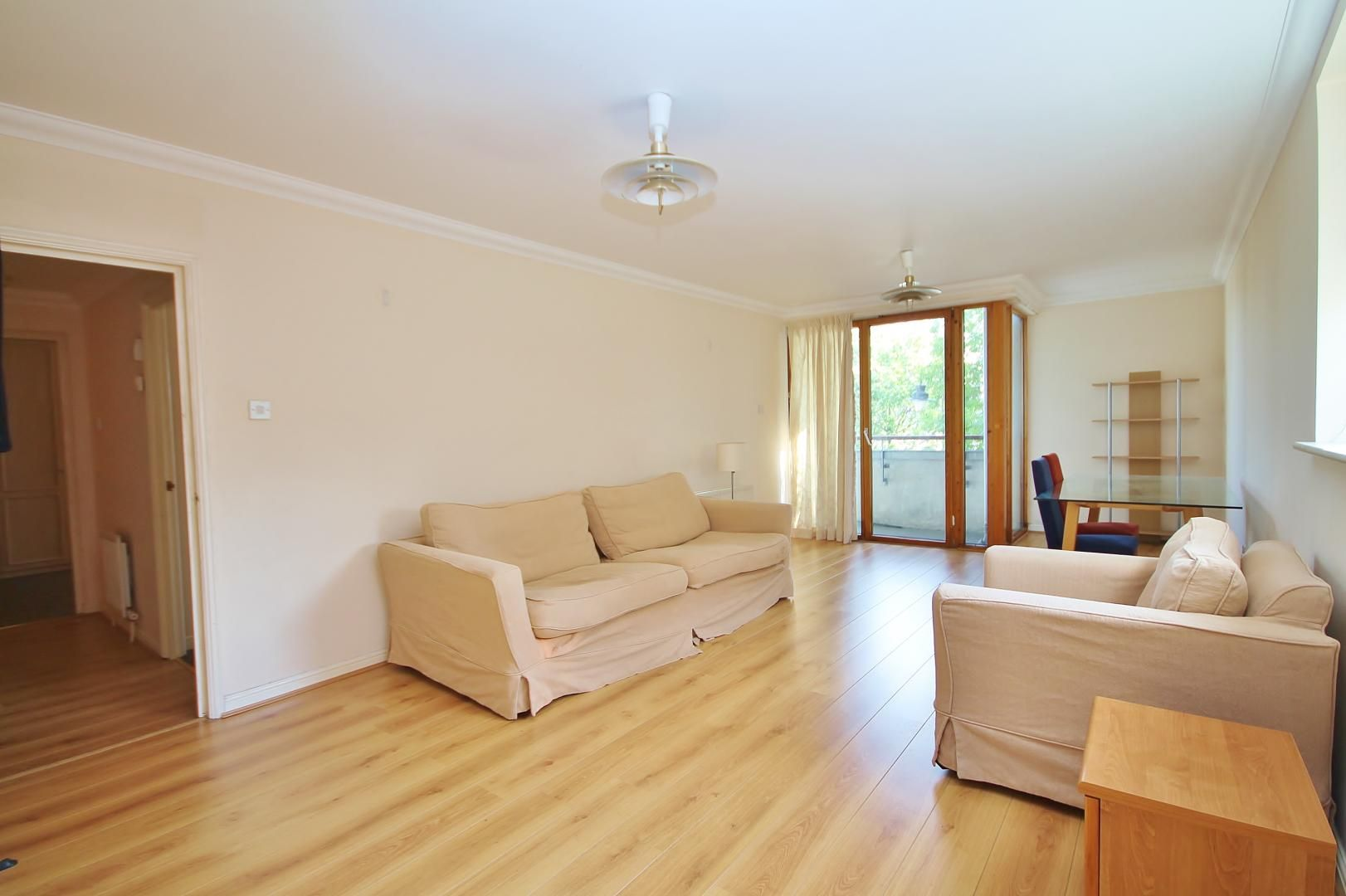 2 bed flat to rent in Maritime Quay, E14