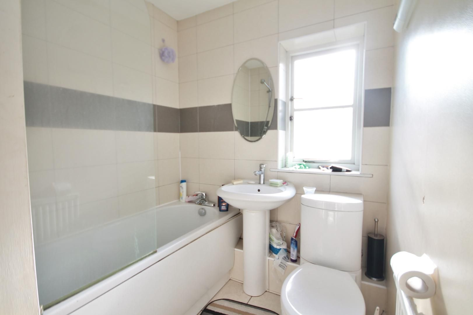 5 bed house for sale in Robin Crescent  - Property Image 8